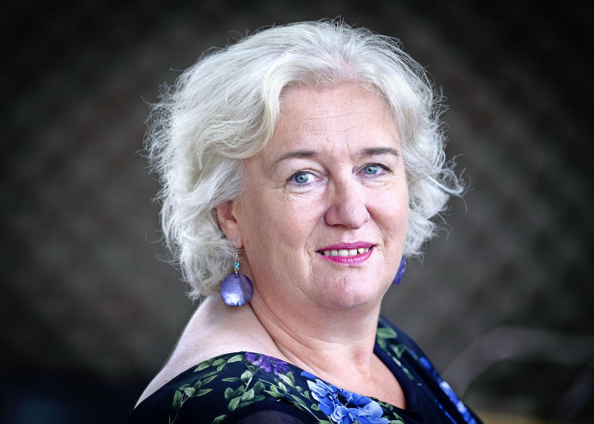 Burgemeester Marianne Schuurmans controleert tientallen bedrijven in de Haarlemmermeer op criminele activiteiten: 'Misdaad mag niet lonen'