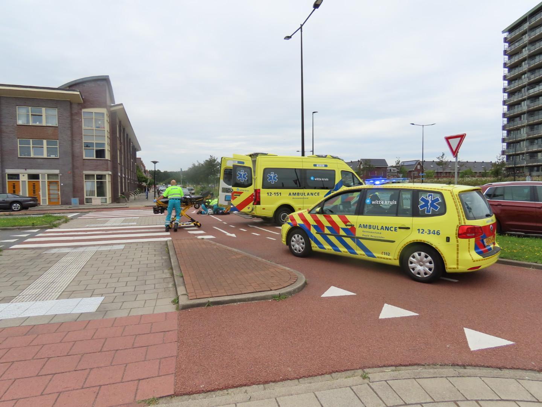 Twee vrouwen op scooter gewond bij botsing in Beverwijk