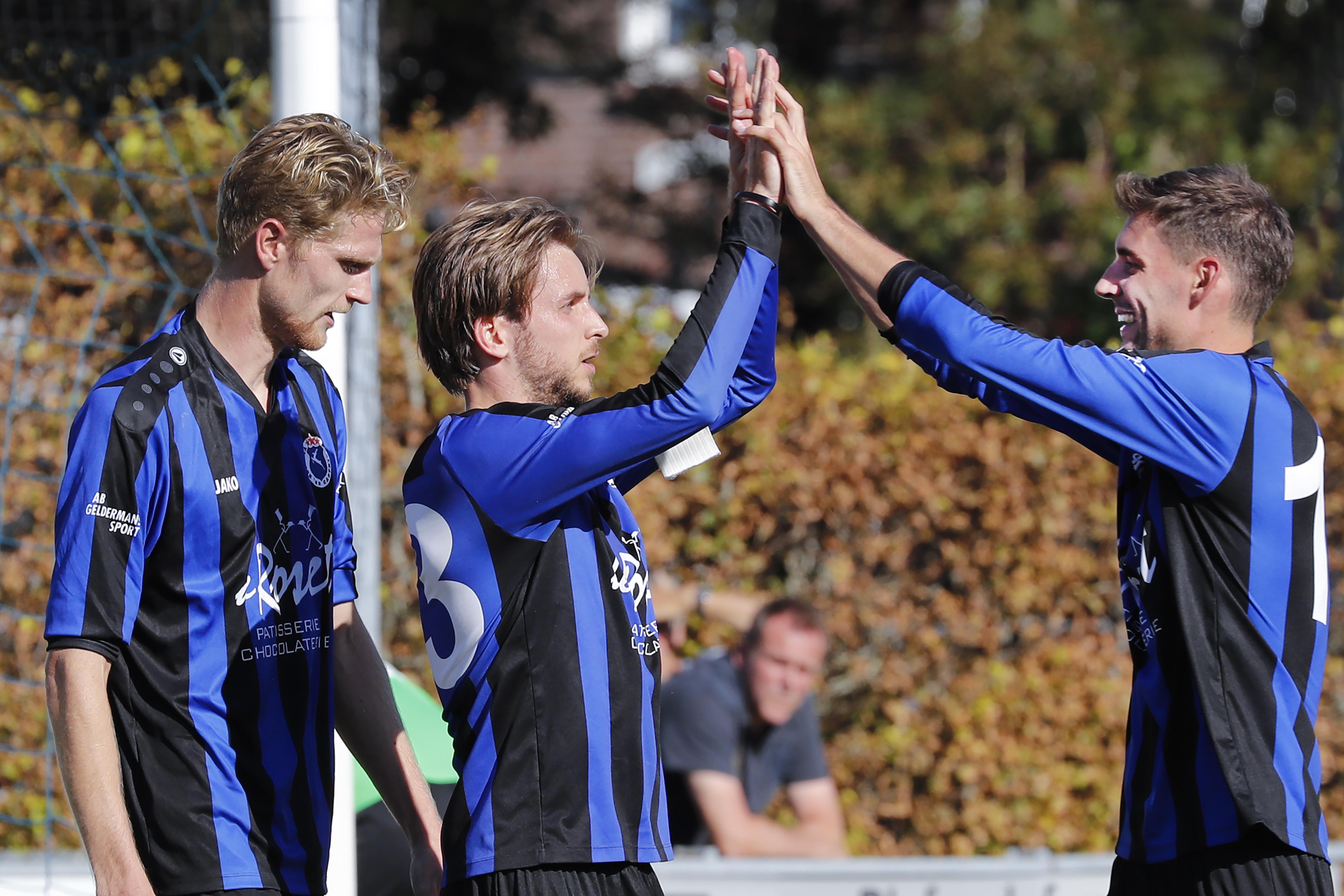 Verleggen van accenten in de rust levert Vitesse'22 zege op in eerste competitiewedstrijd. Dat mocht ook wel, want de laatste keer dat het openingsduel werd gewonnen was vijf jaar geleden
