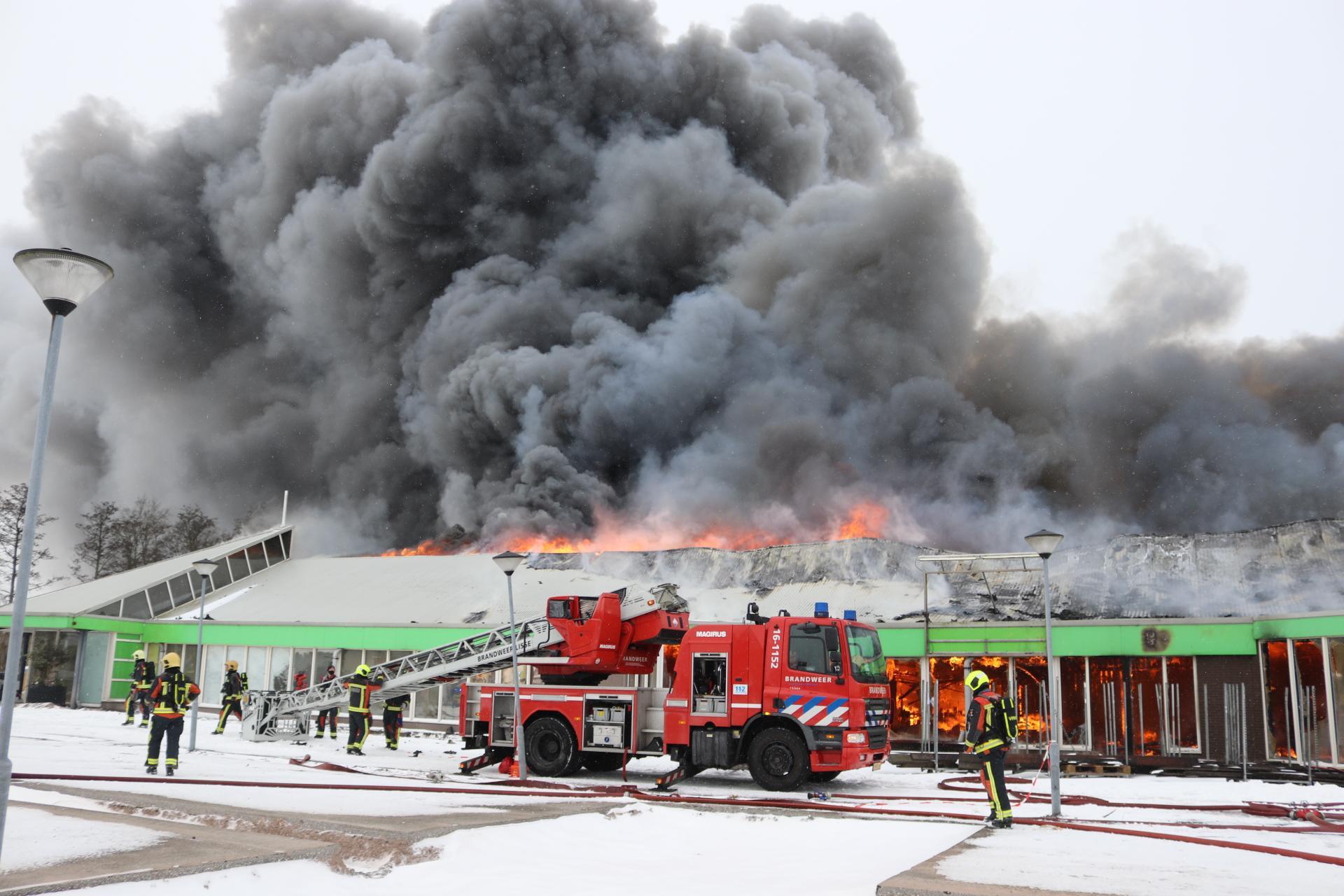 Eigenaar Intratuin Lisse door pech achtervolgd: eerst geen toestemming voor nieuw bedrijf, nu vlak voor de opening een verwoestende brand