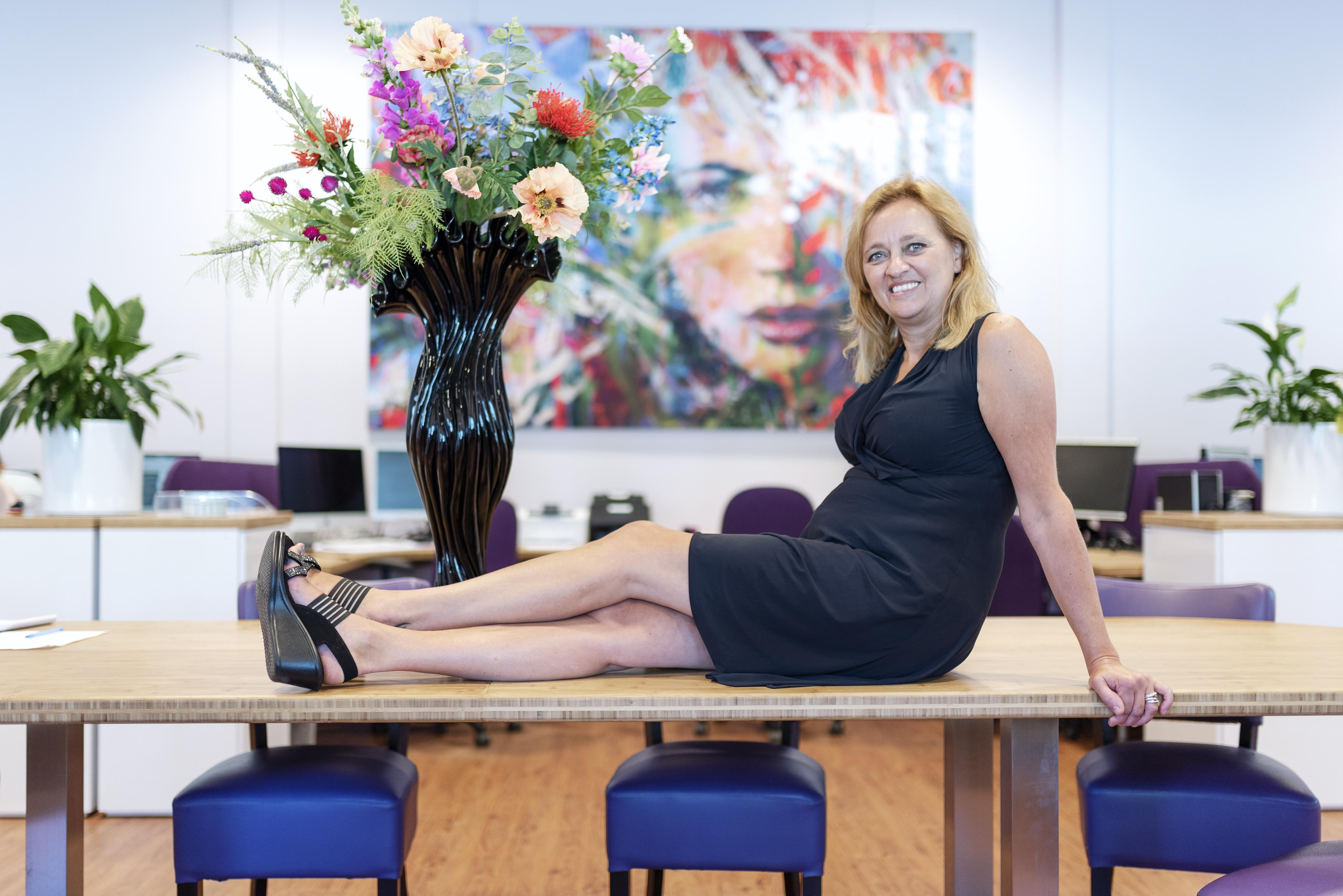 """Moniekregelt in Beverwijk doet de administratie terwijl de ondernemer onderneemt. Monique Zeeuw: Wij zorgen voor de rust, terwijl de leiding van het bedrijf zich niet meer hoeft te bemoeien met alledaagse zaken"""""""