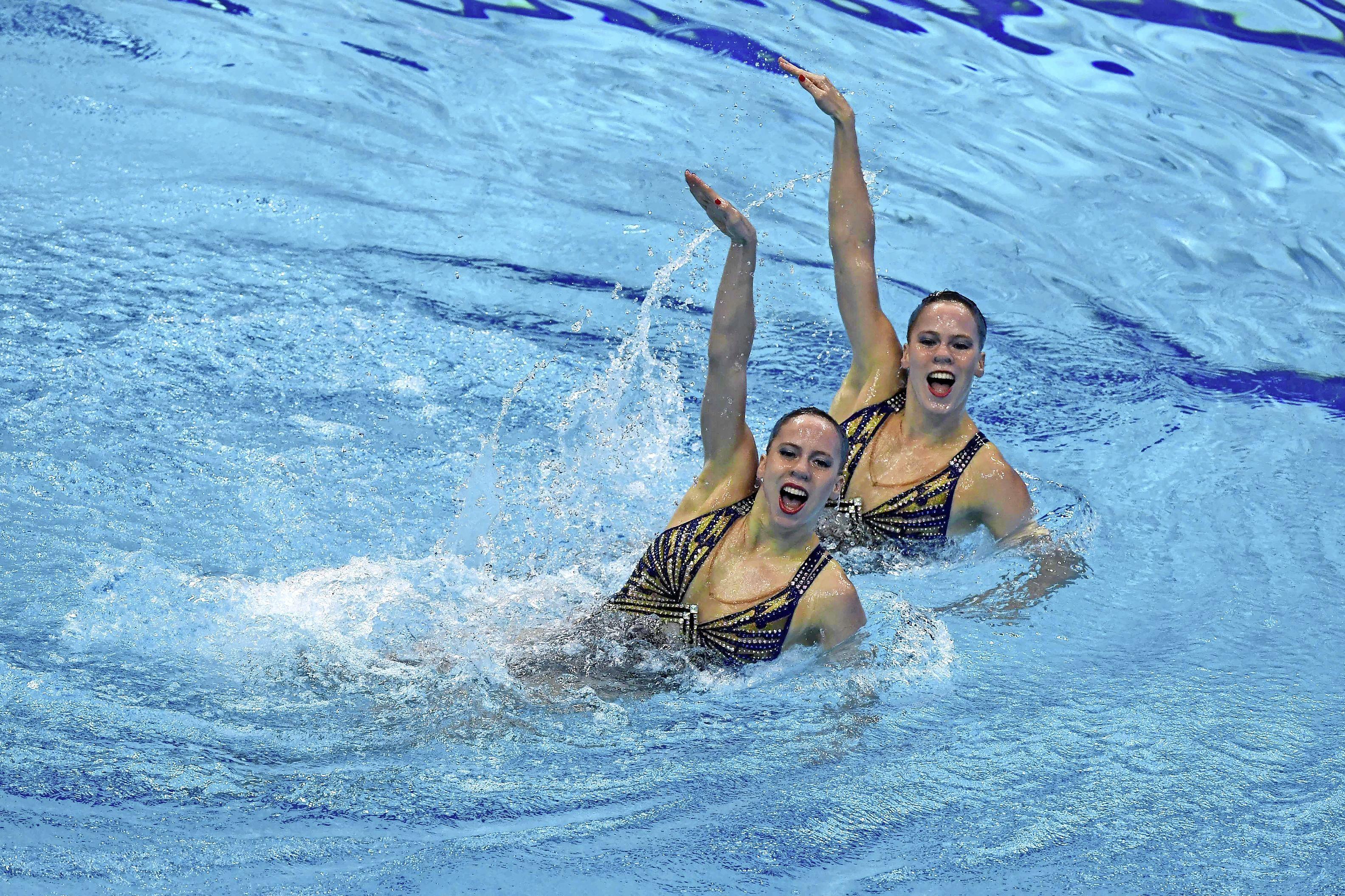 Synchroonzwemsters De Brouwer uit Hoofddorp met persoonlijk record naar finale