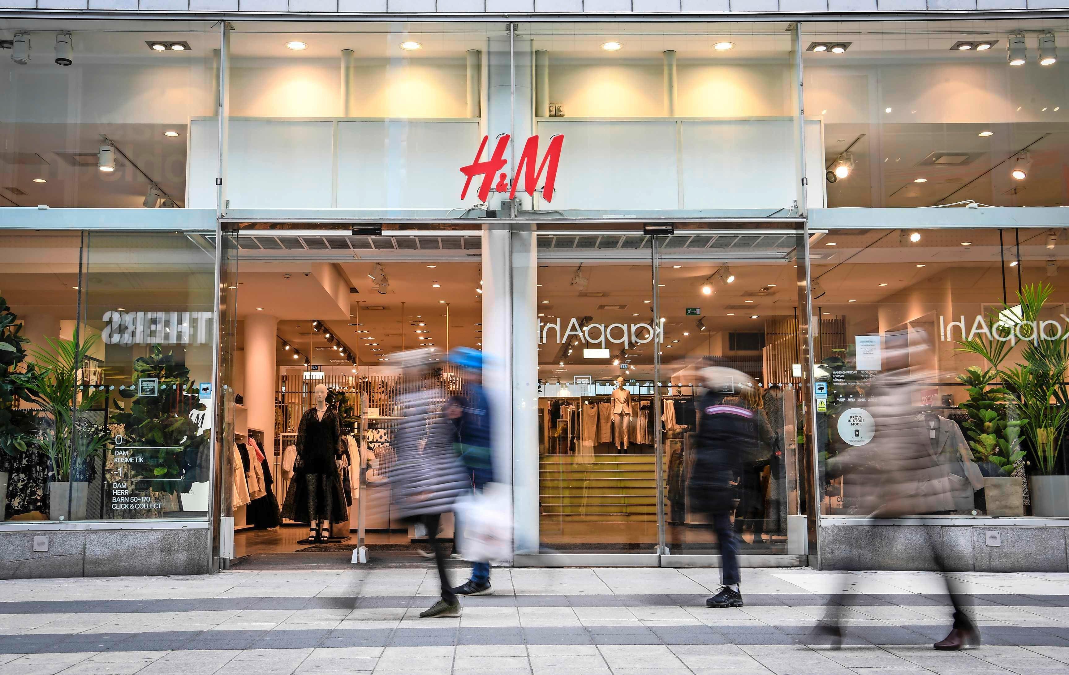 H&M boekt recordverlies, juni-verkopen trekken aan   Financieel    Telegraaf.nl