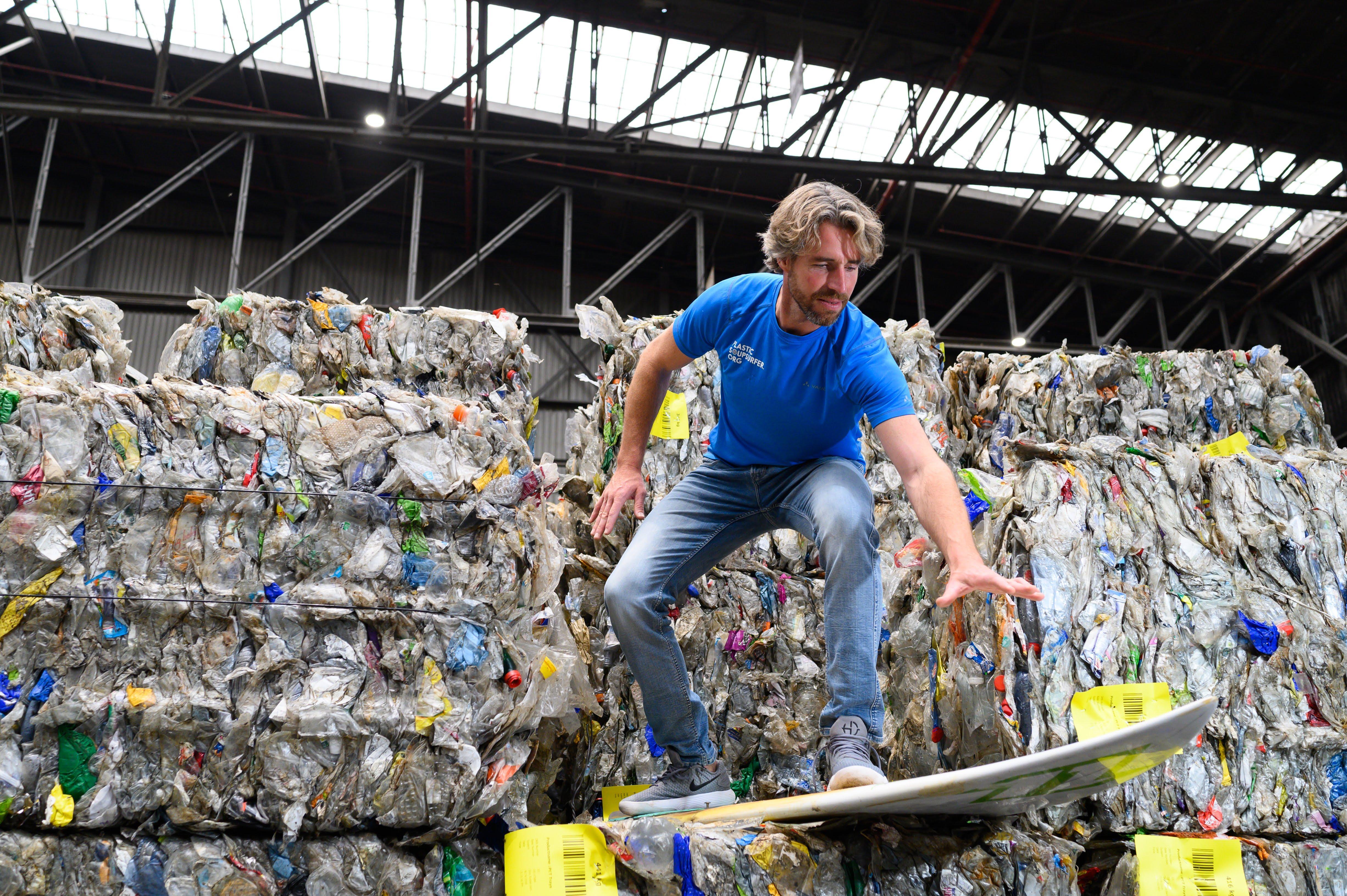 Plastic Soup Surfer Merijn Tinga op 'Wakkere Wegwerpers'-tour in strijd tegen plastic