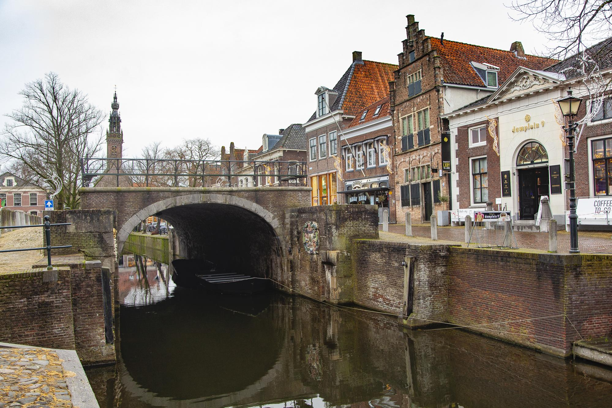 Monumentale Damsluis Edam krijgt flinke opknapbeurt; ruim 200 jaar oude waterkering terug in originele staat