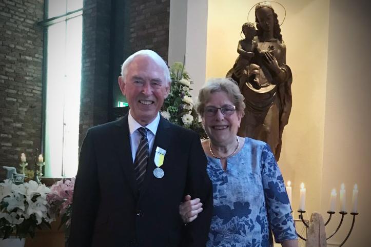 Koster Ad Heus krijgt ereteken Sint Bavo voor zijn verdiensten in Heemskerk