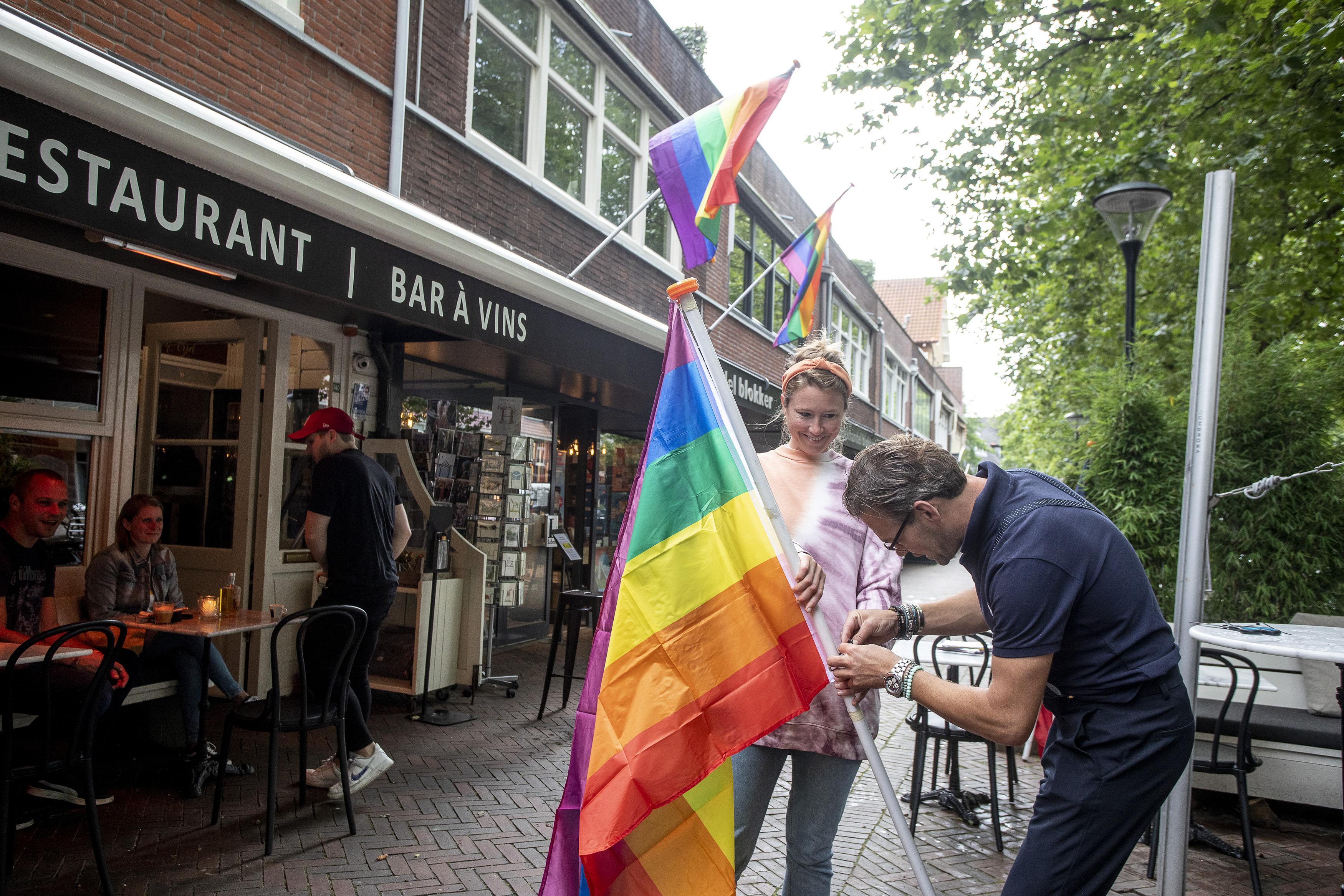 'Verwarde man' ontketent regenboogvlaggenactie in winkelstraten Heemstede