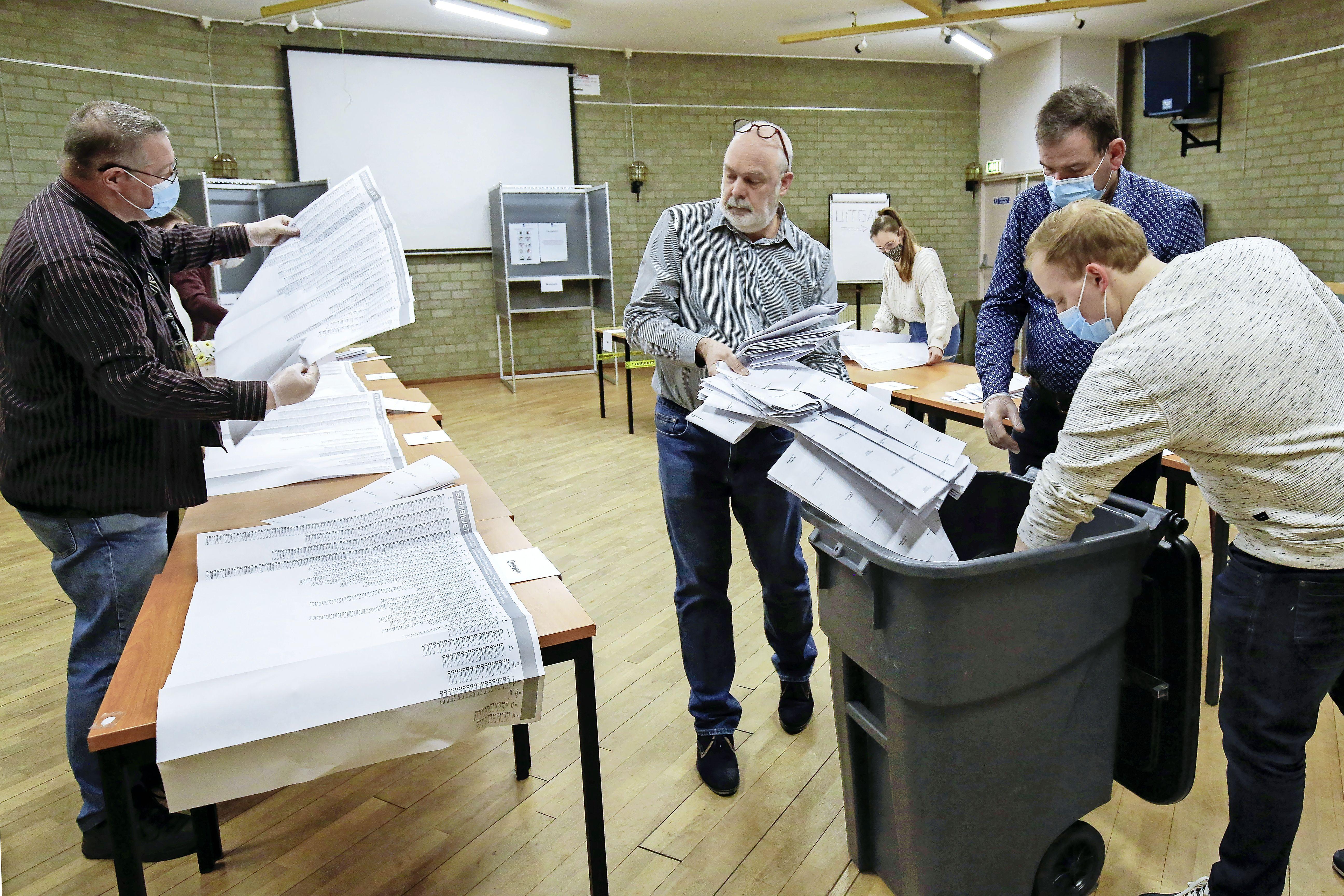 Recordaantal stemmers in De Spil in IJmuiden; PVV, D66 en FvD lijken het erg goed te doen