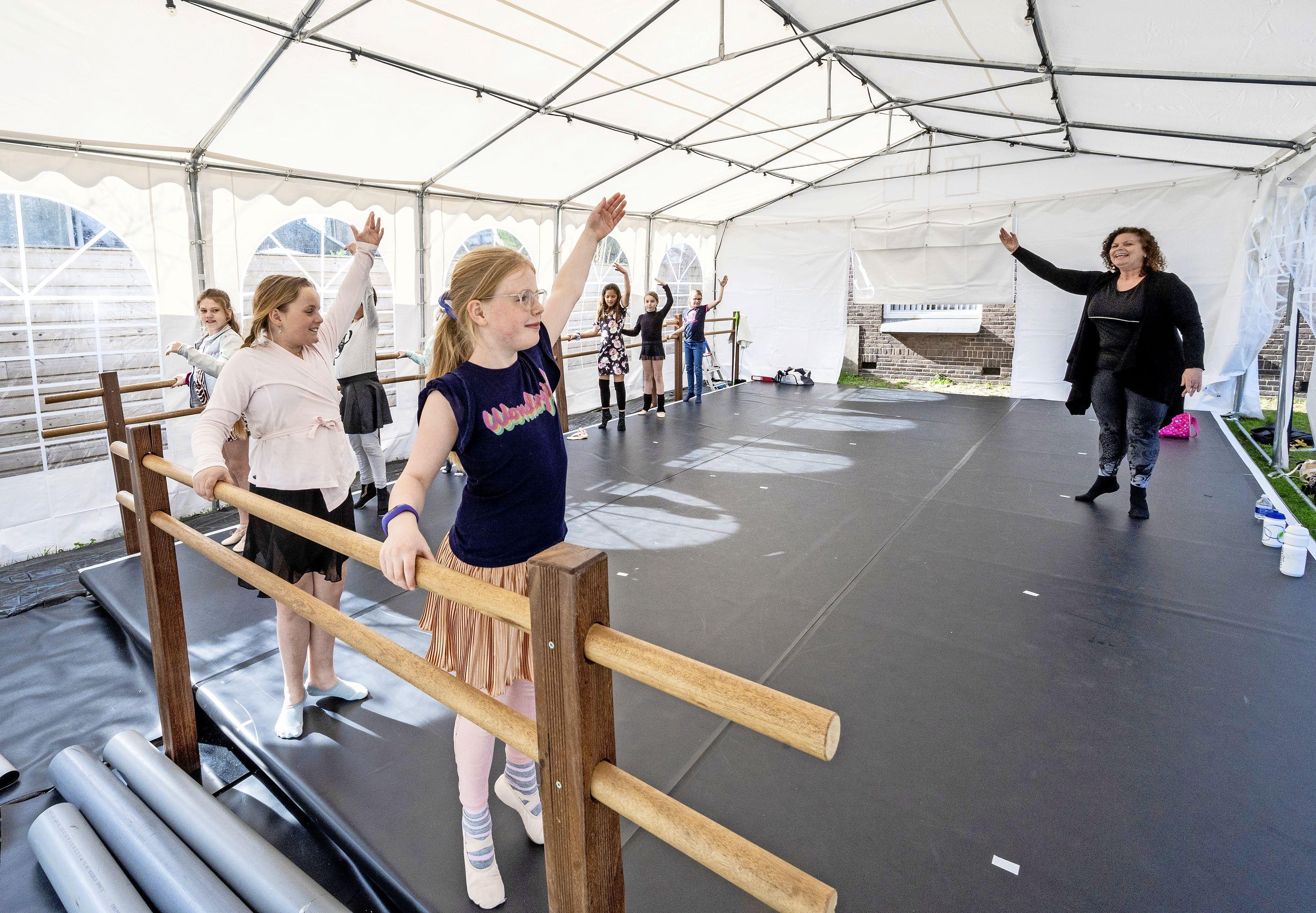 Trek je dansschoenen aan, want ballet en breakdance zijn weer mogelijk dankzij een speciale vloer in een tent