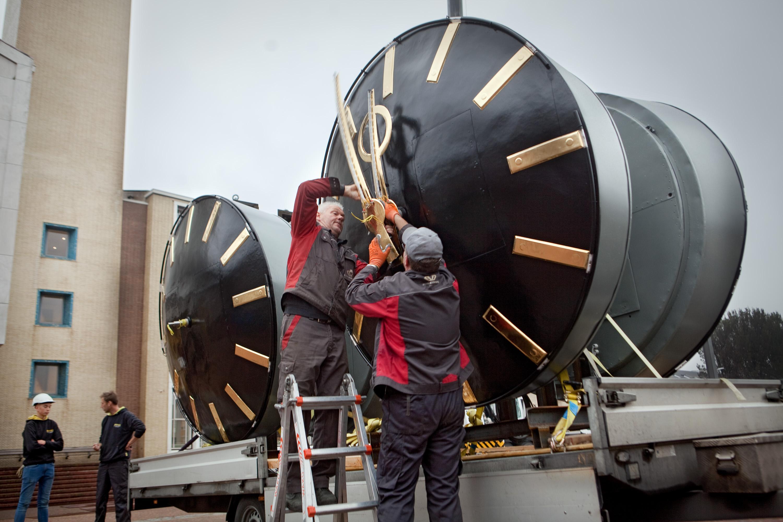 IJmuiden weer bij de tijd na terugplaatsen torenuurwerken bij gemeentehuis