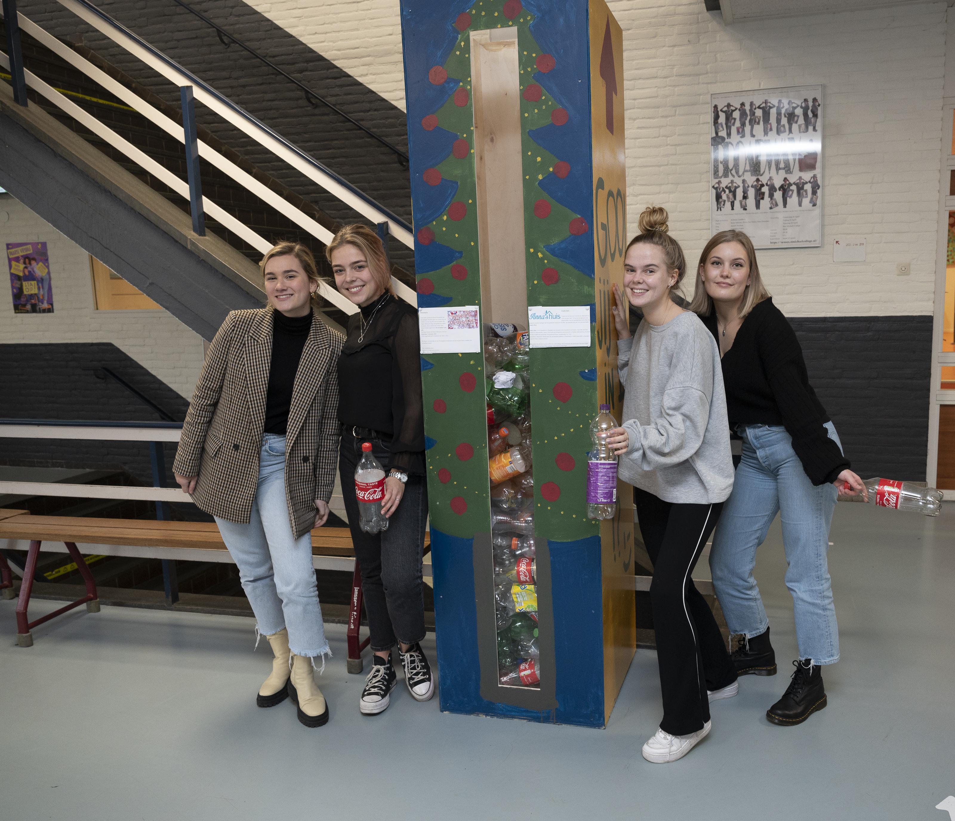 'We hopen dat elke leerling een statiegeldfles meeneemt'; Zaans St. Michaël College adopteert voor drie jaar Anna's Huis en houdt flesseninzameling