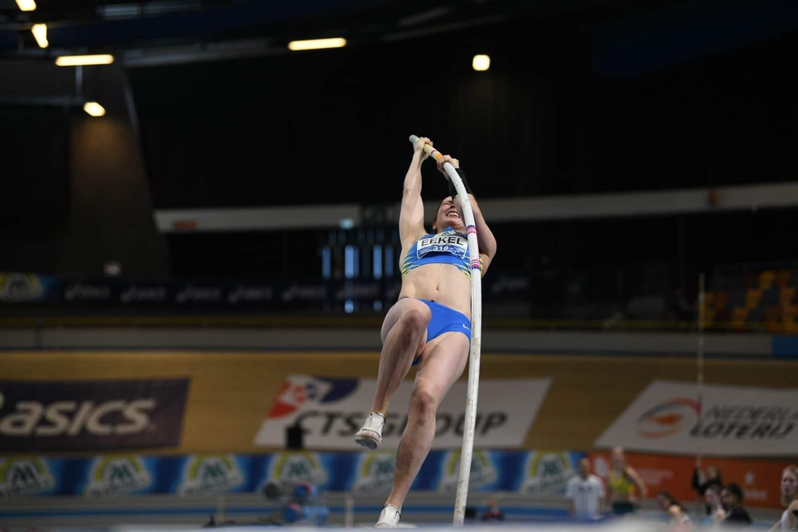 Huizense Sanne Eekel (30) verbaast met bronzen medaille én PR bij het polsstokhoogspringen op het NK indoor: 'Zolang ik progressie blijf boeken, ga ik zeker door'