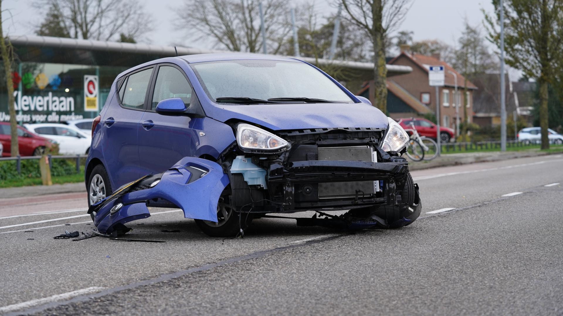 Rijksweg in Limmen afgesloten na auto-ongeluk