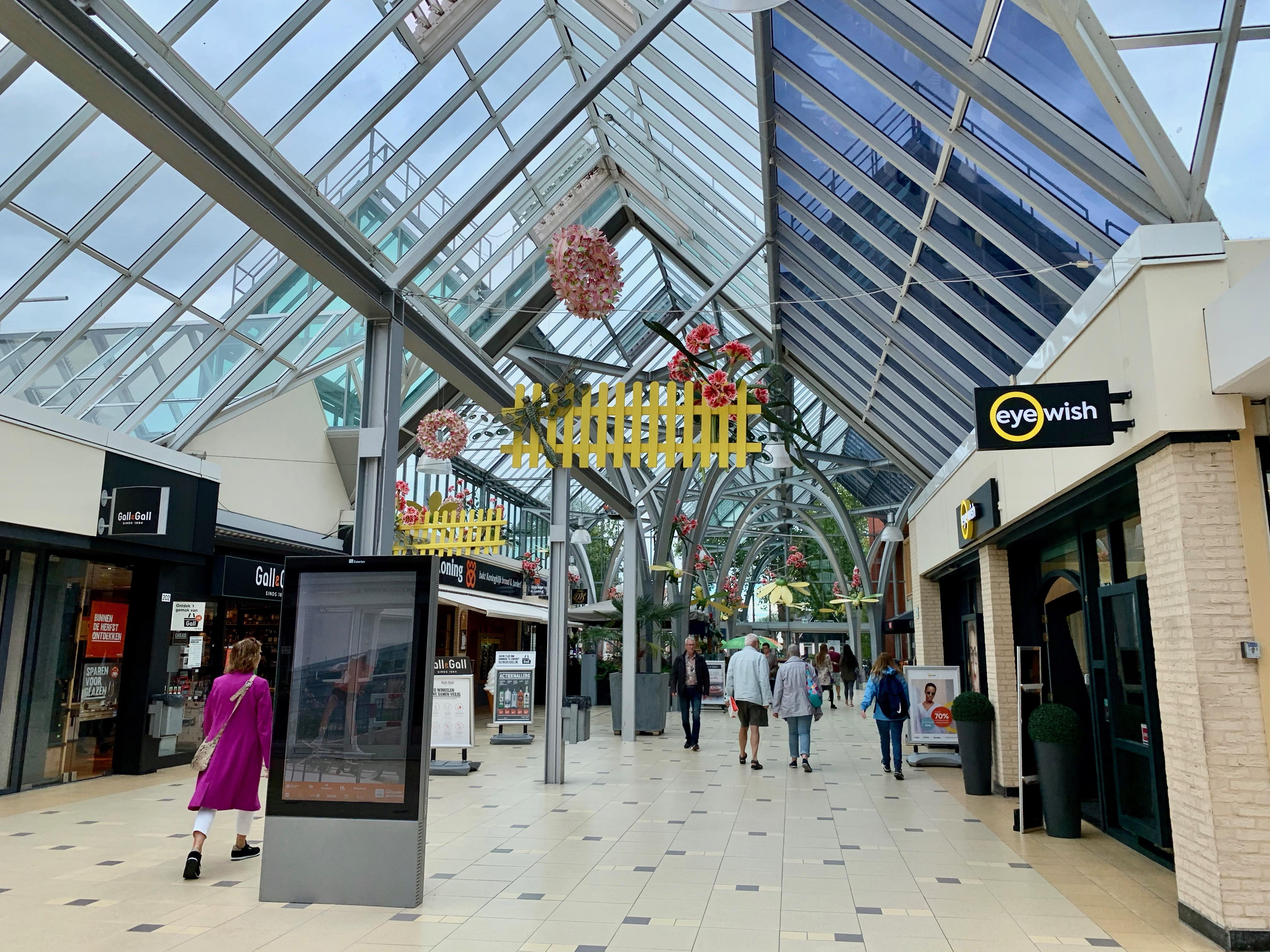 Onderzoekers verwachten harde klappen in binnensteden Hoorn en Enkhuizen als het om winkelbestand gaat