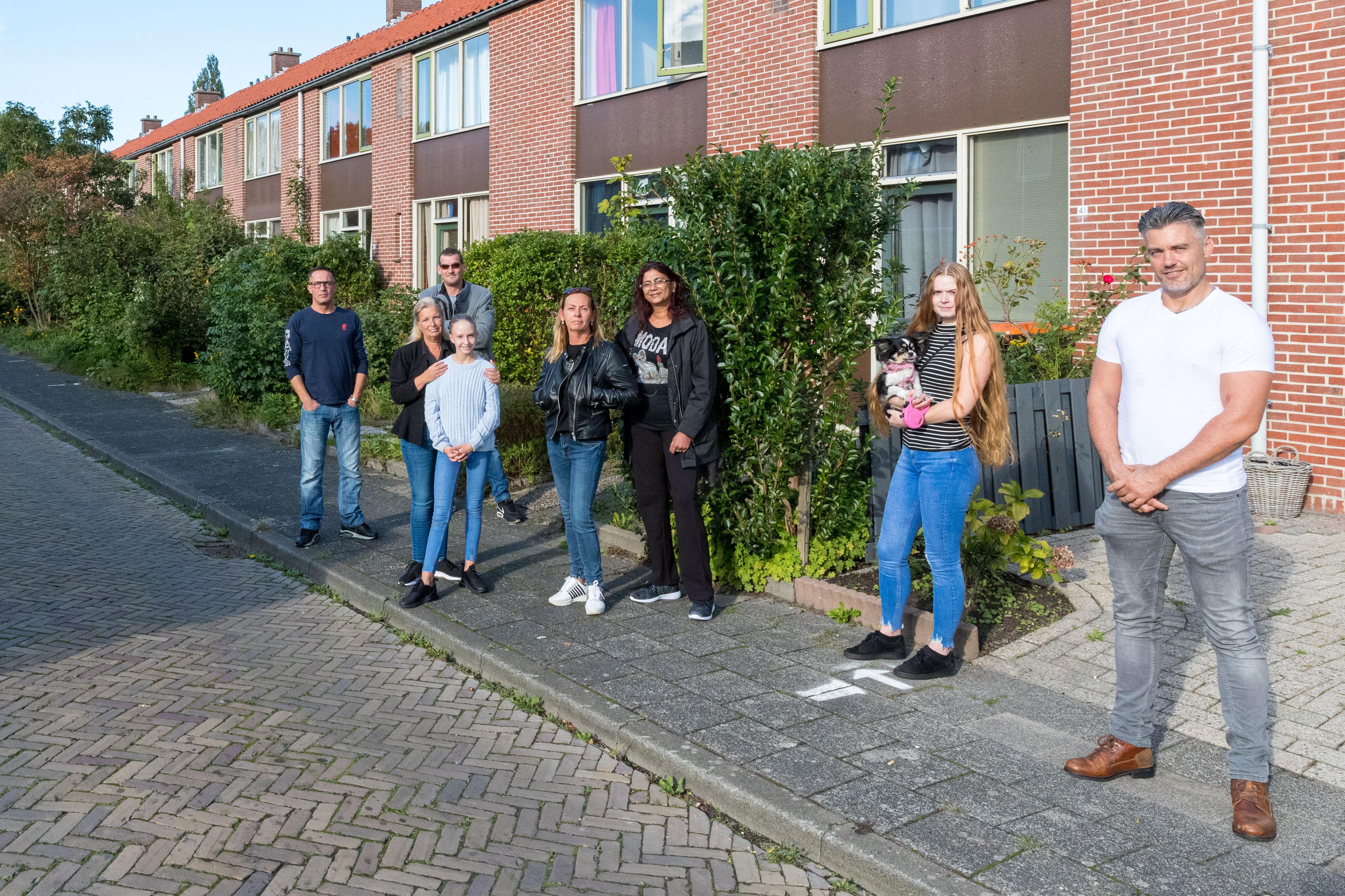 Bewoners sloophuizen Bloemenbuurt Enkhuizen wijzen aanbod gemeente om drie maanden in hotel te wonen af. 'Te duur en we kunnen onze kinderen niet ontvangen'