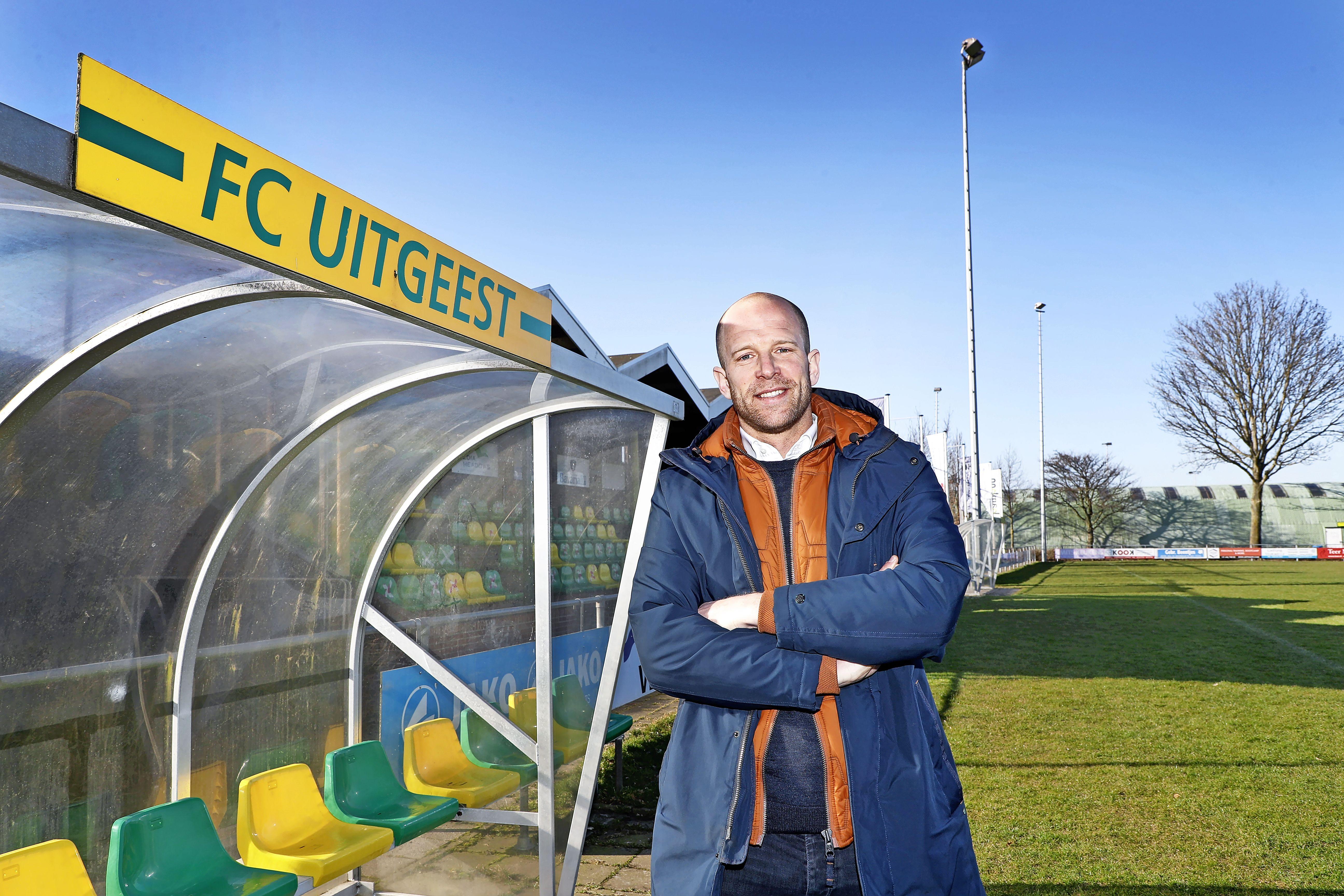Het vriendenteam van Bart Janssen bij FC Uitgeest promoveerde dankzij goede sfeer in drie jaar van de vierde naar de eerste klasse. 'Leider Cor zorgde dat er altijd een koude Corona voor ons klaarstond'
