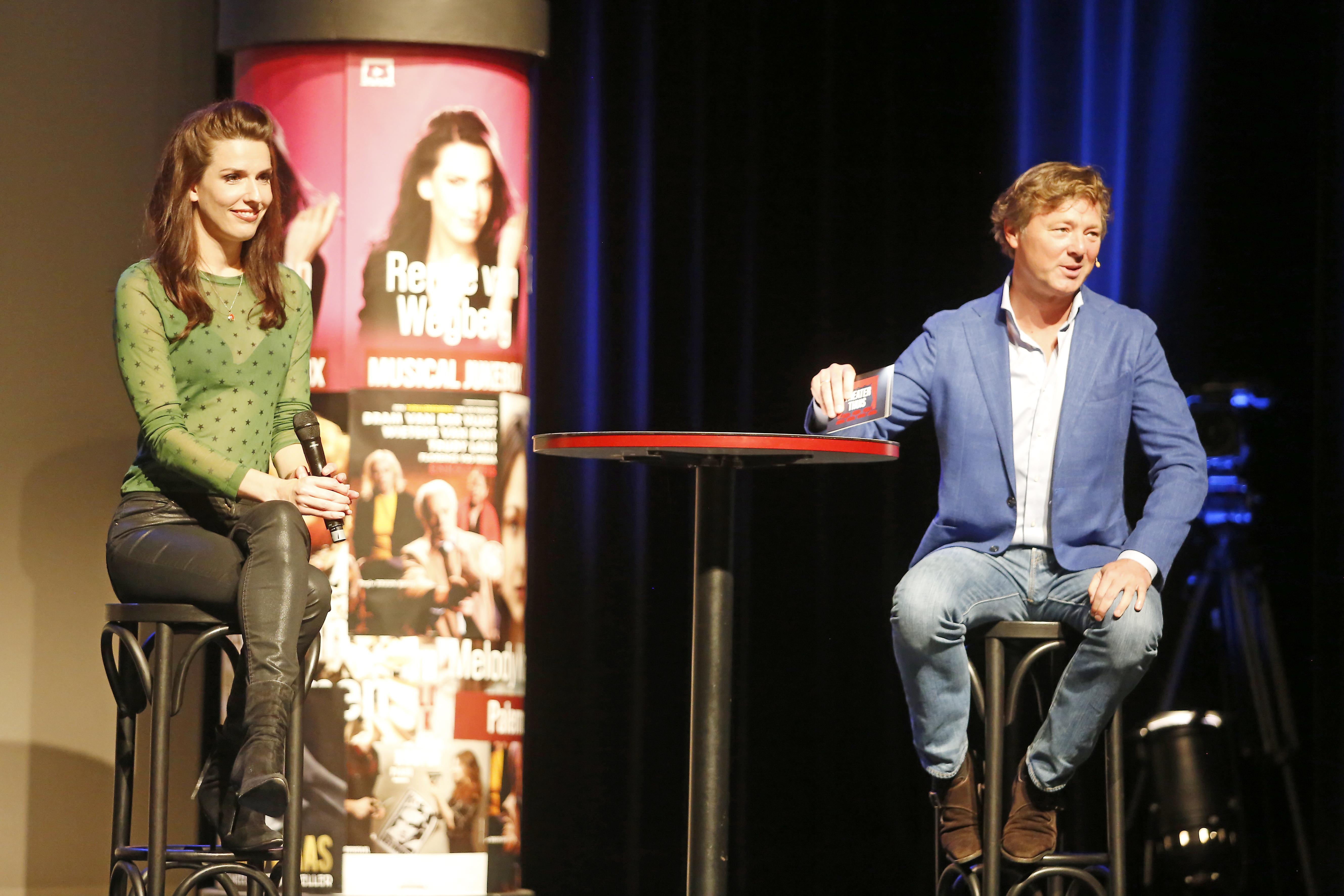 Nieuw platform TheaterThuis geeft Nederlandse artiesten een online podium. Veilig naar het theater vanaf je eigen bank