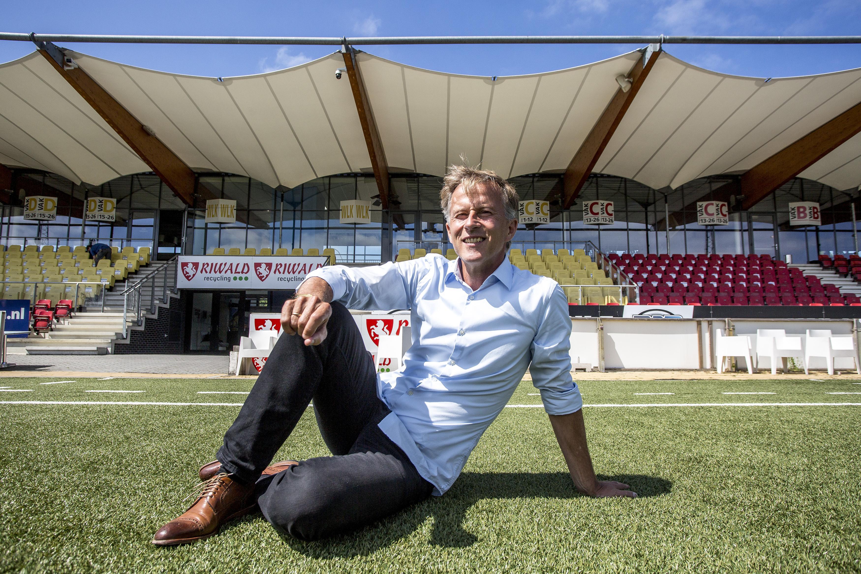 Nieuwe trainer Andries Jonker gelooft in plannen van Telstar: 'ik wil hier iets neerzetten'