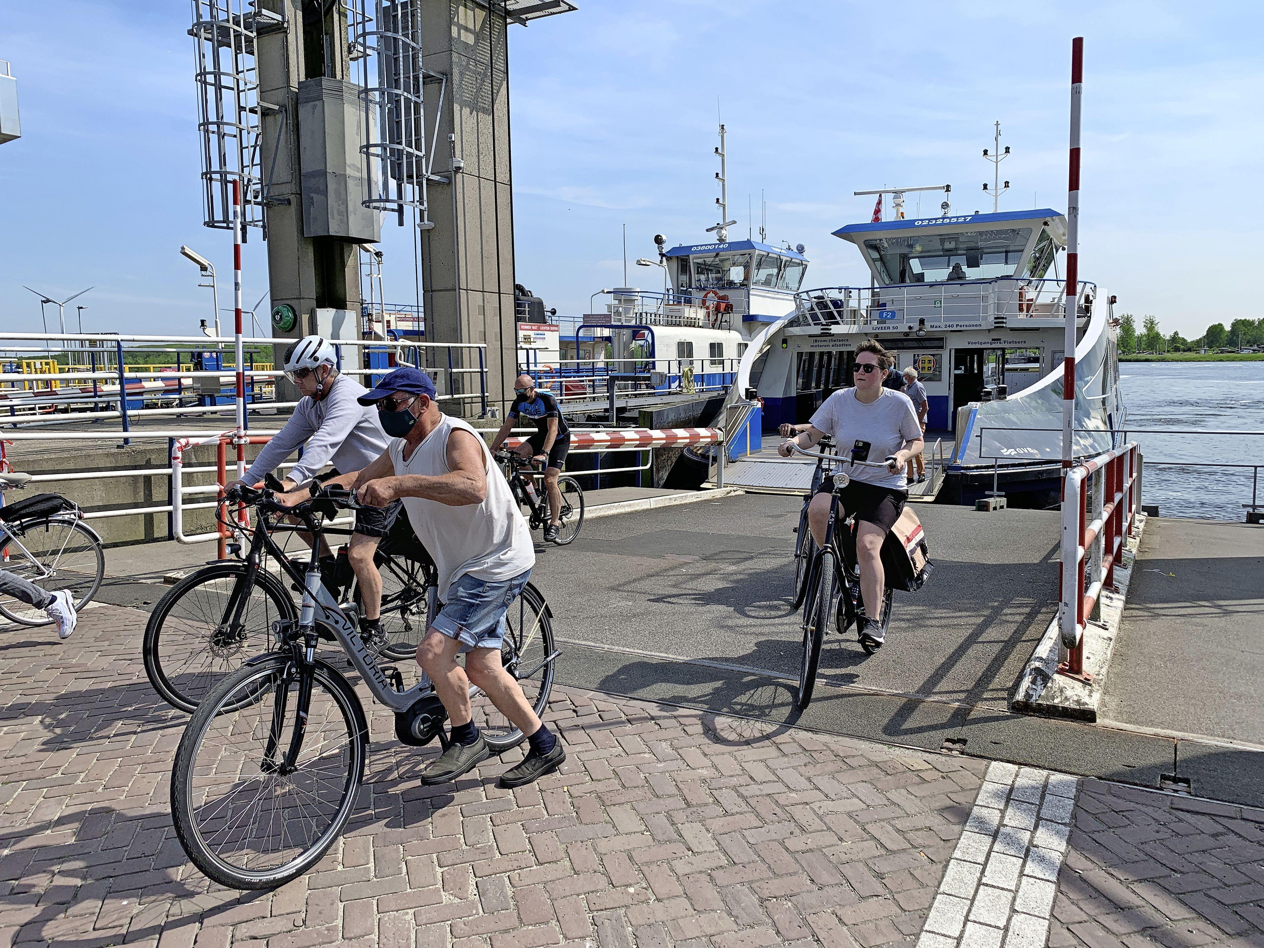 Pontperikelen op het Noordzeekanaal: Buitenhuizer pont keert vanaf woensdagavond terug