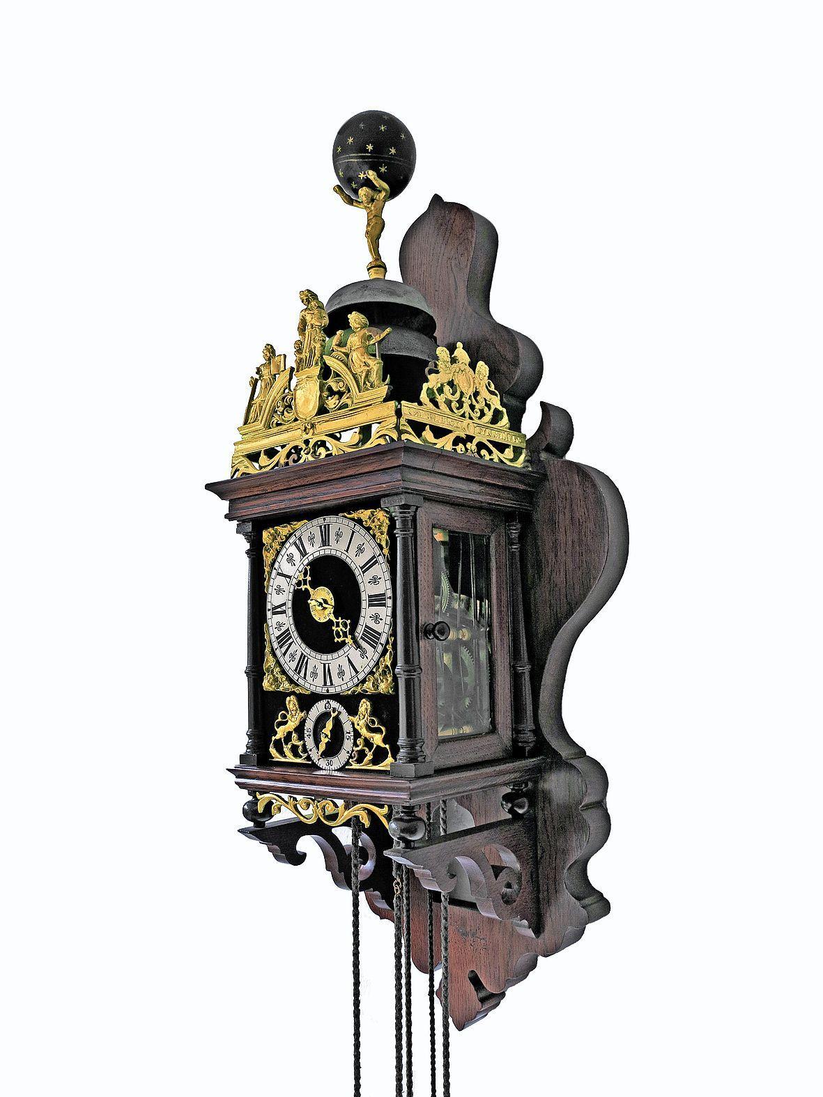 Klok keert terug bij Heemskerks kasteel. Geschiedenis Assumburg verstopt in een eeuwenoude Zaanse klok