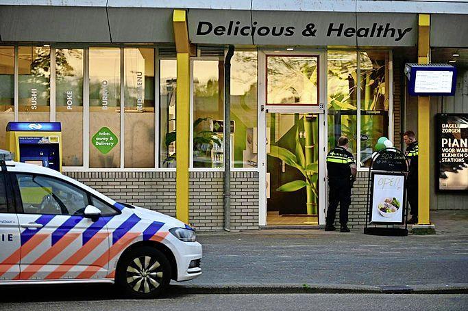 Overvaller bedreigt personeel Delicious & Healthy in Zaandam en doet greep uit de kassa