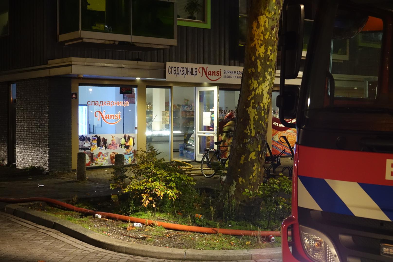 Woningen ontruimd bij brand in supermarkt Zaandam
