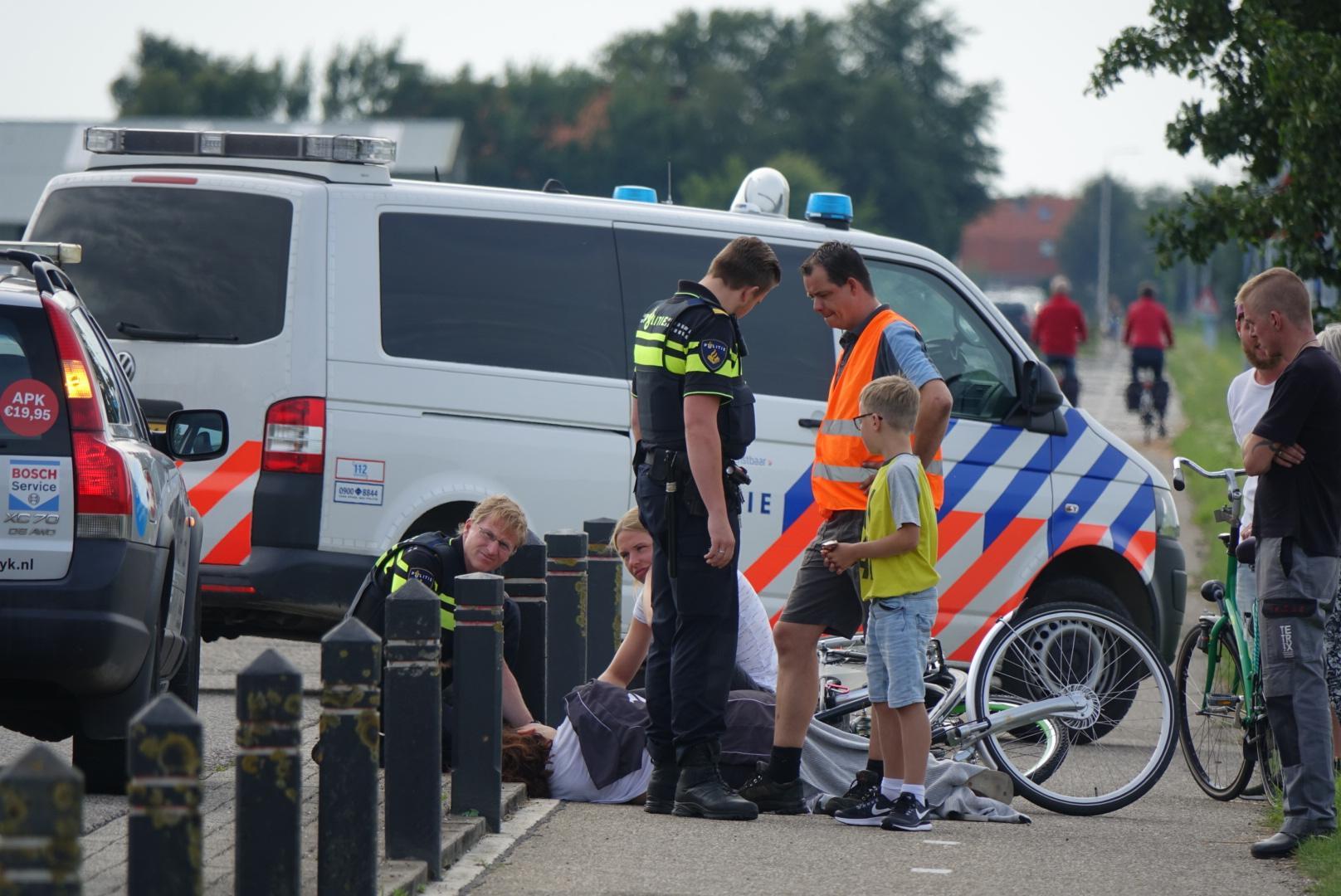 Fietsers botsen in Schagerbrug, vrouw gewond