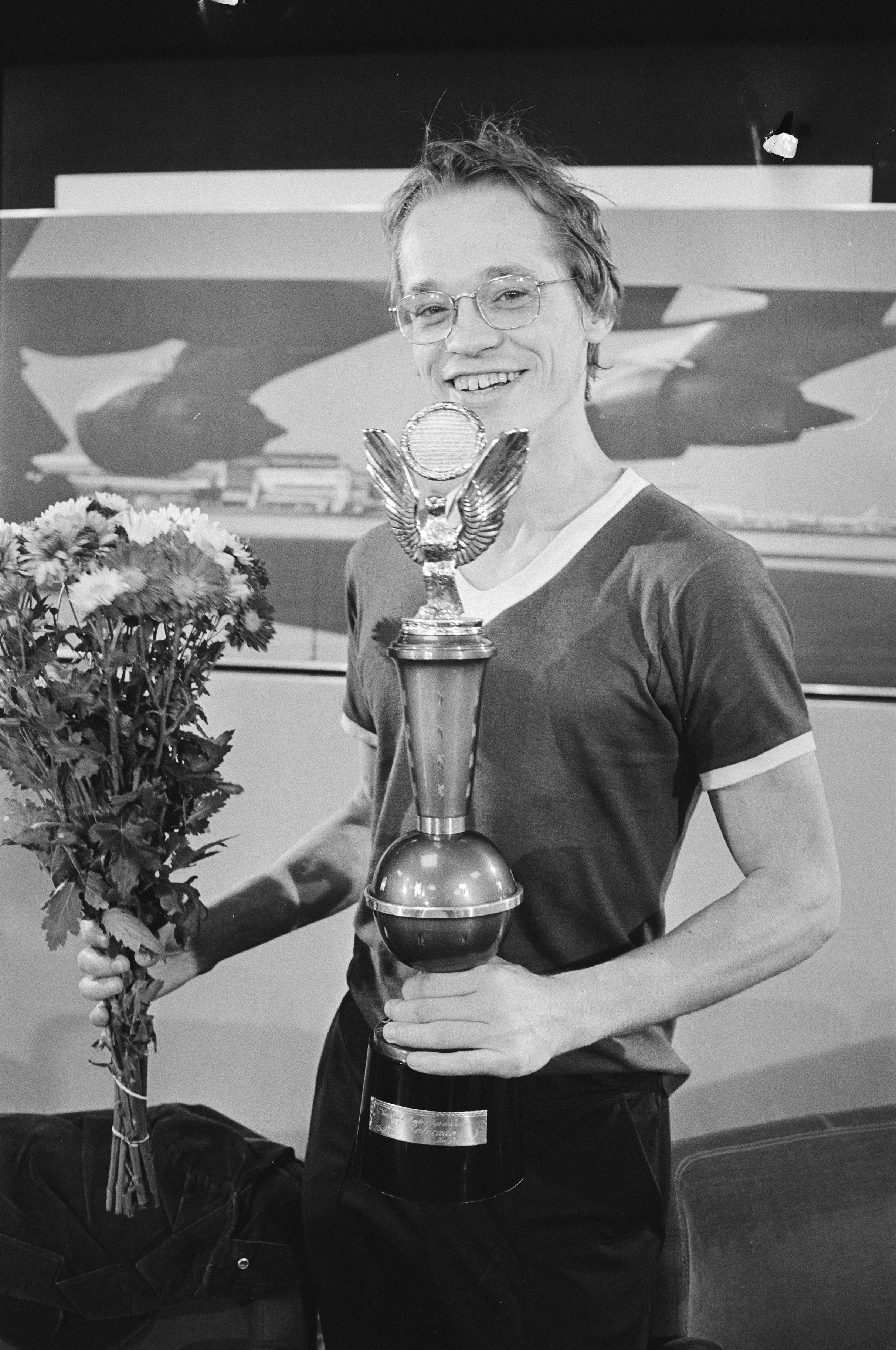 Jannes van der Wal was de beste dammer ter wereld en begreep niet waarom Mies Bouwman hem vroeg hoe oud hij was [video]