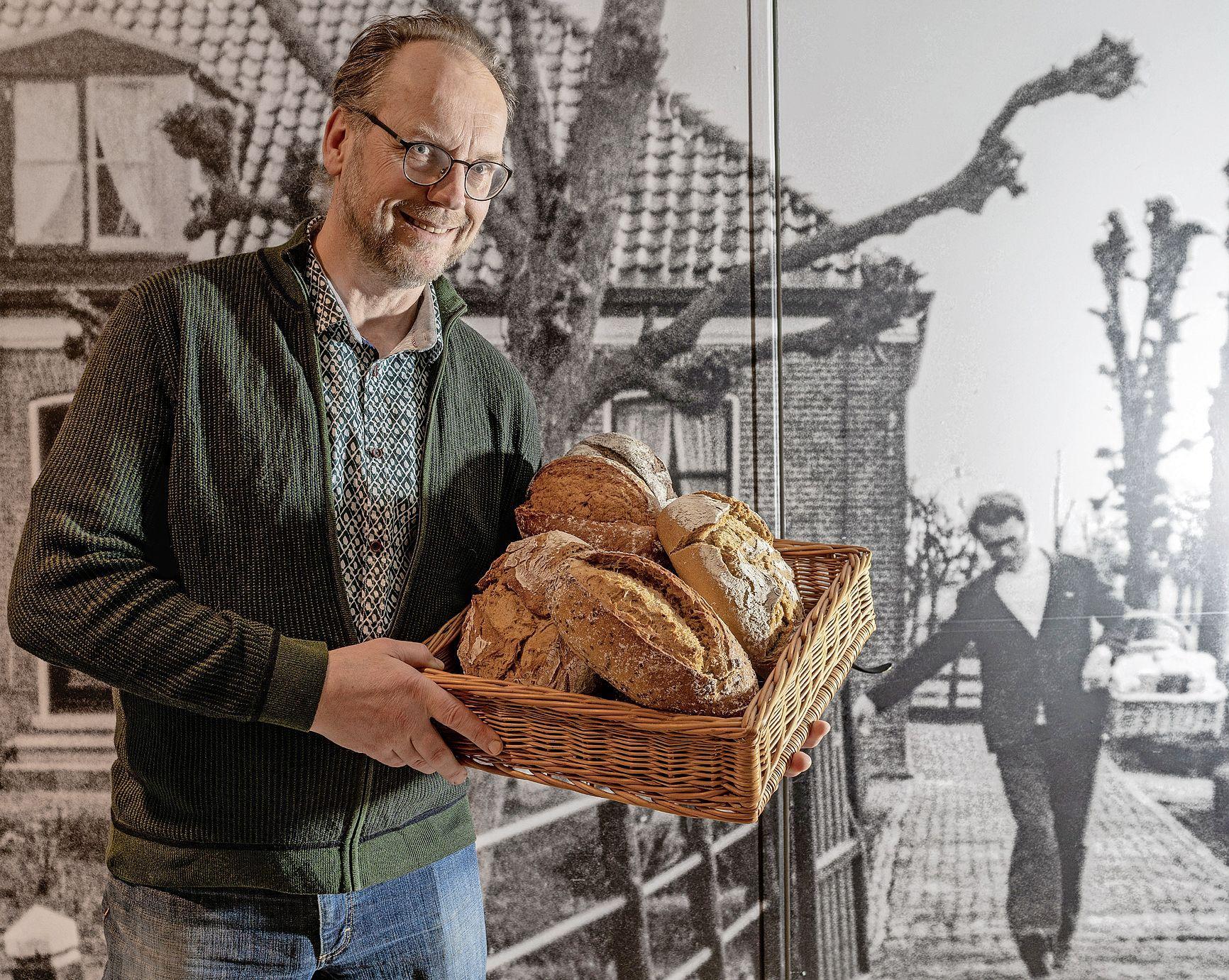 Een sterfgeval, dwarslaesie, explosie, branden en nu weer corona: de geschiedenis van bakkerij Kaandorp is nogal turbulent. 'Maar we zorgen altijd dat er brood op de plank komt'