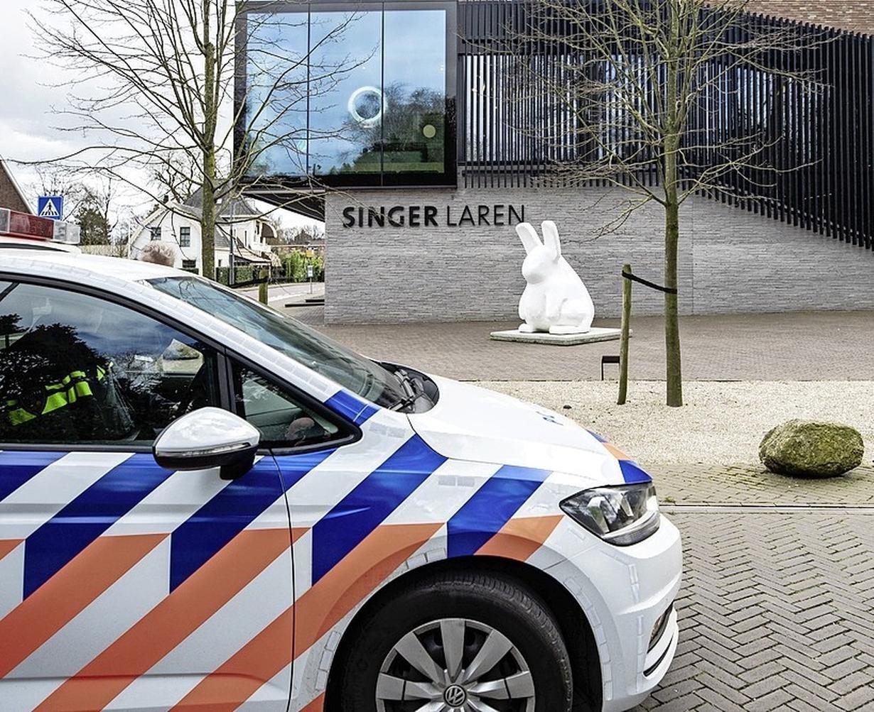 Baarnaar zwijgt in alle talen over diefstal van Van Gogh, justitie onderzoekt voetsporen van een onbekende man rond Singer