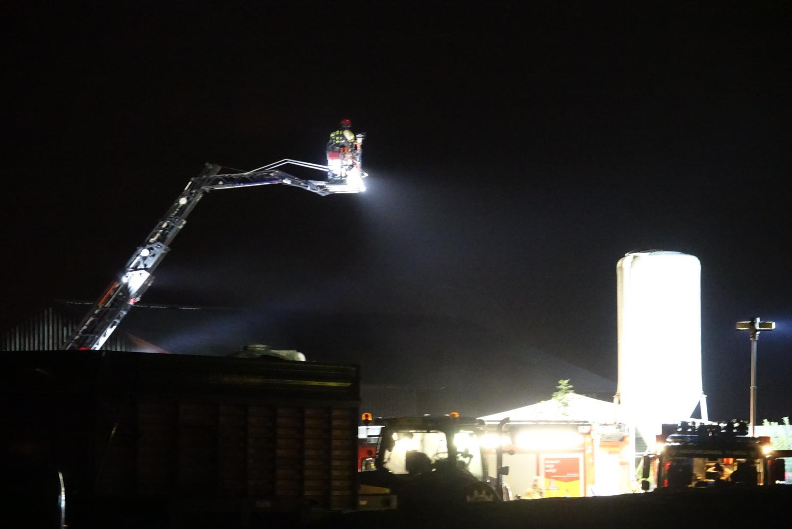 Twee gewonden bij brand bij boerenbedrijf in Westzaan