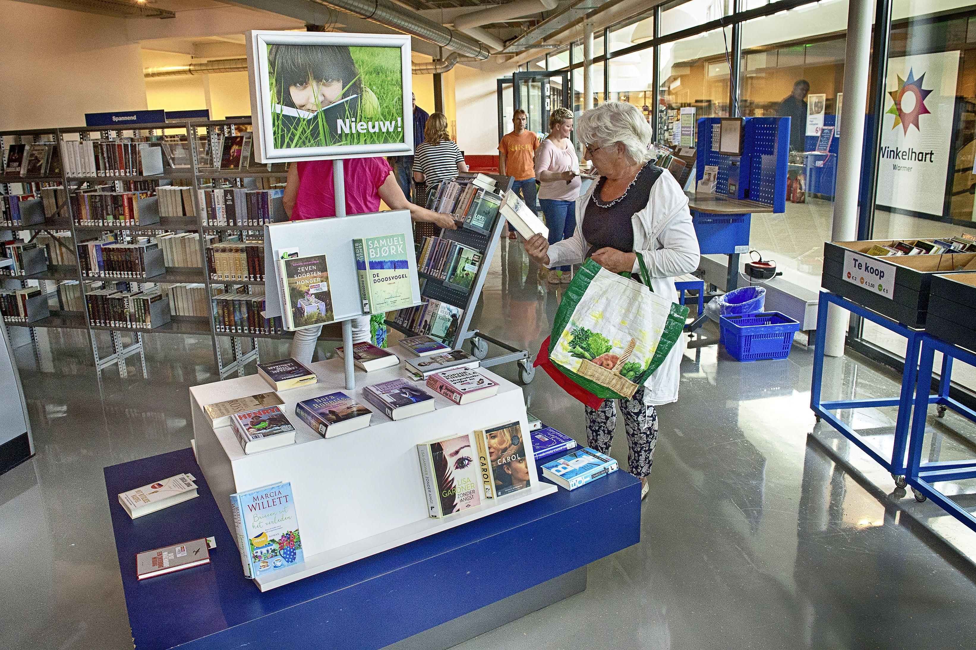 Boeken brengen en afhalen is bij De Bieb in Wormer niet mogelijk. 'Te arbeidsintensief'