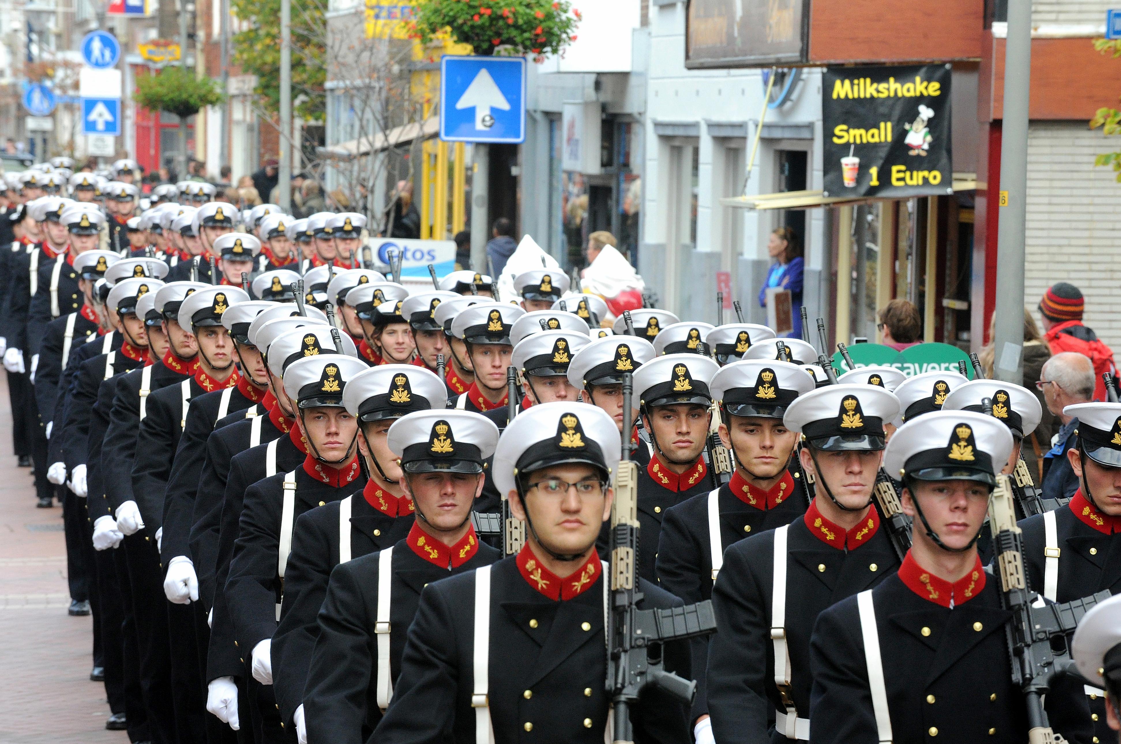 Marine voelt voor rol in Koningsbal
