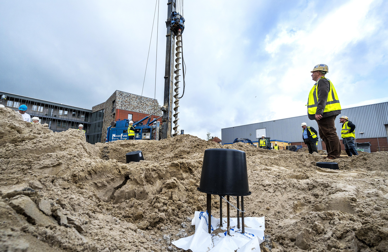 Na tien jaar gaat de eerste paal de grond in voor een nieuw bouwproject waar vroeger zwembad De Hoogeberg in IJmuiden stond