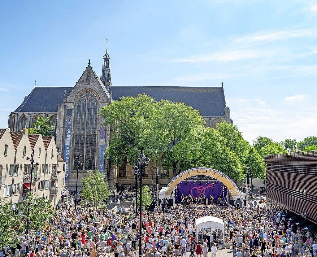 De populaire concertreeks 'Zomer op het Plein' heeft dit jaar een coronaproof-versie, in Alkmaars theater De Vest. 'Uitgangspunt is dat het voor iedereen bereikbaar is'