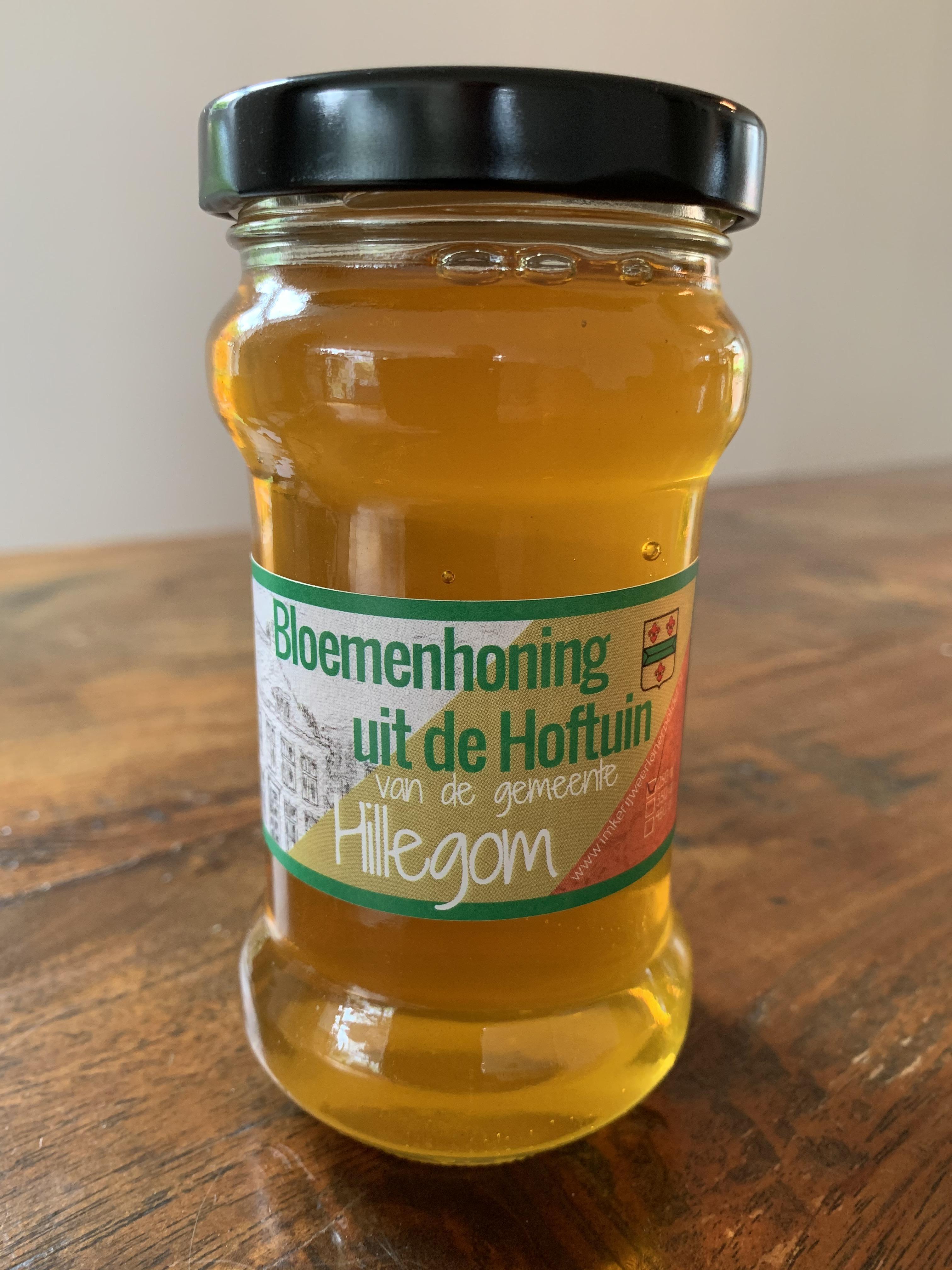 Door rokende ambtenaren verbannen bijen mogelijk snel terug in Hillegomse Hoftuin. Imker uitgenodigd voor gesprek na wettelijk verbod rookplek