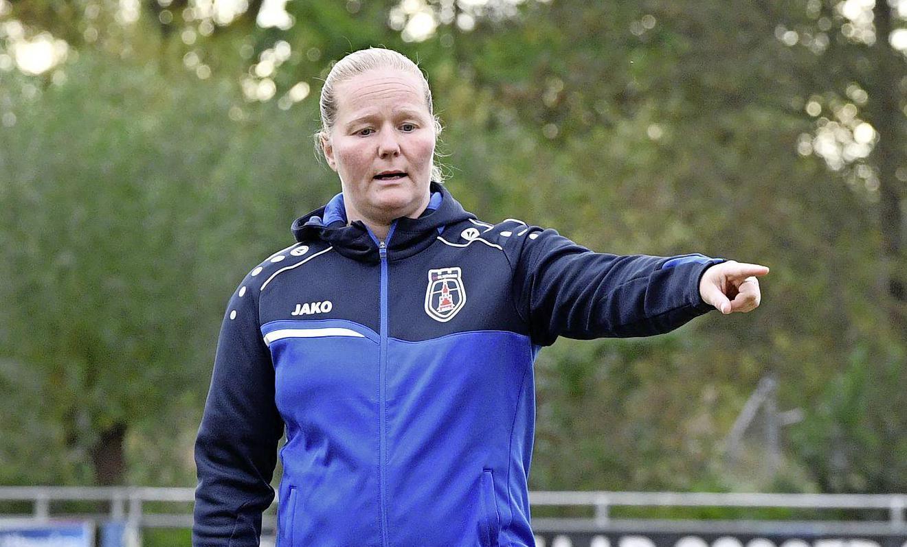 VV Alkmaar staat laatste na winnende treffer Excelsior Barendrecht diep in blessuretijd: 'Ogen uit onze kop schamen'