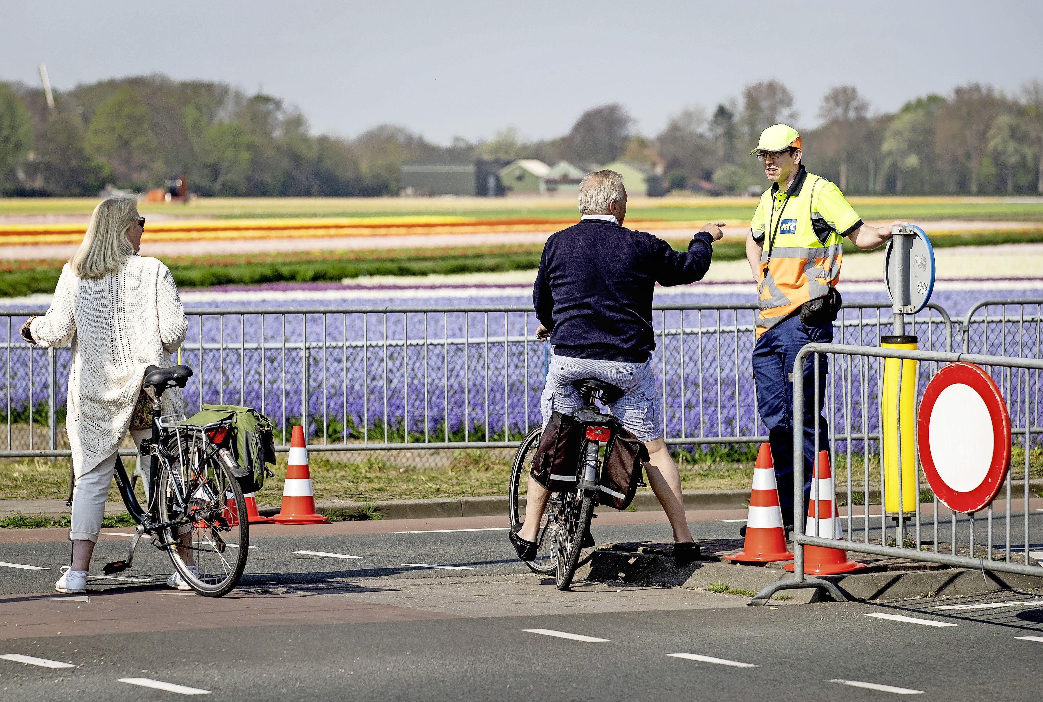Toeristen ook dit jaar niet welkom tussen bloeiende bollenvelden: wegen worden afgesloten bij drukte