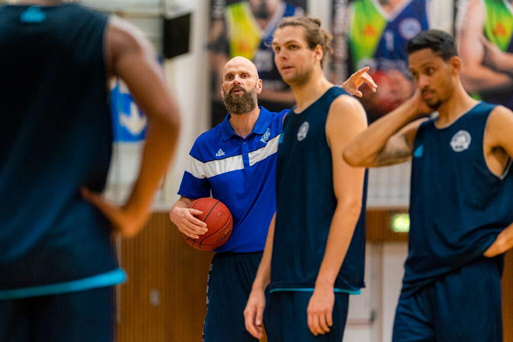 Basketbalcoach Hammink langer bij landskampioen ZZ Leiden
