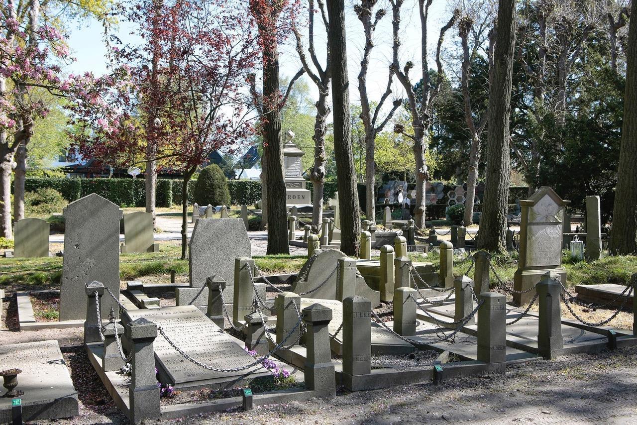 Monumentenstatus voor de Algemene Begraafplaats Muiderberg