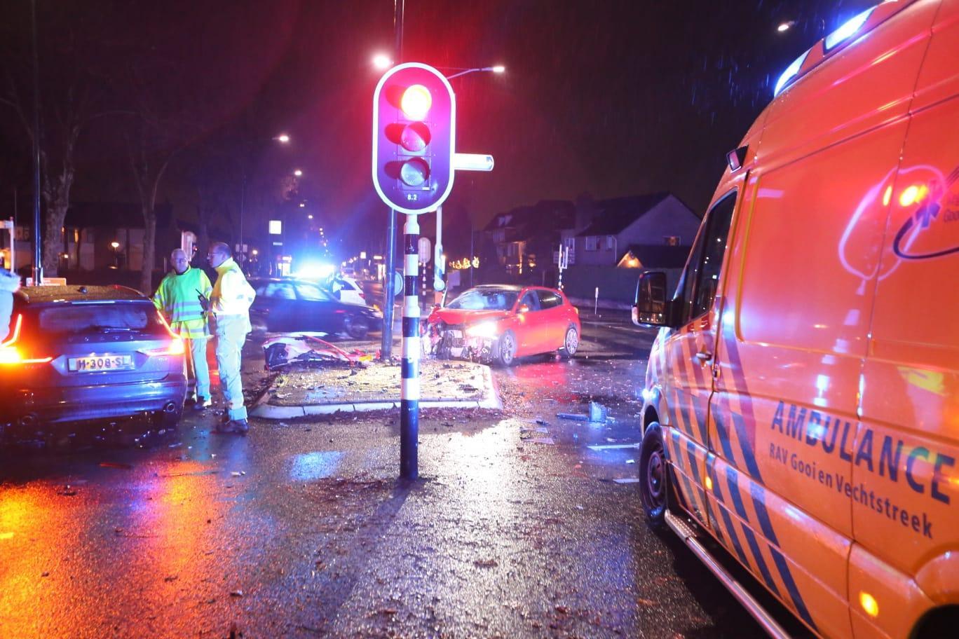 Zwaar ongeluk in Huizen: één persoon ernstig gewond, drie 'licht' [update]