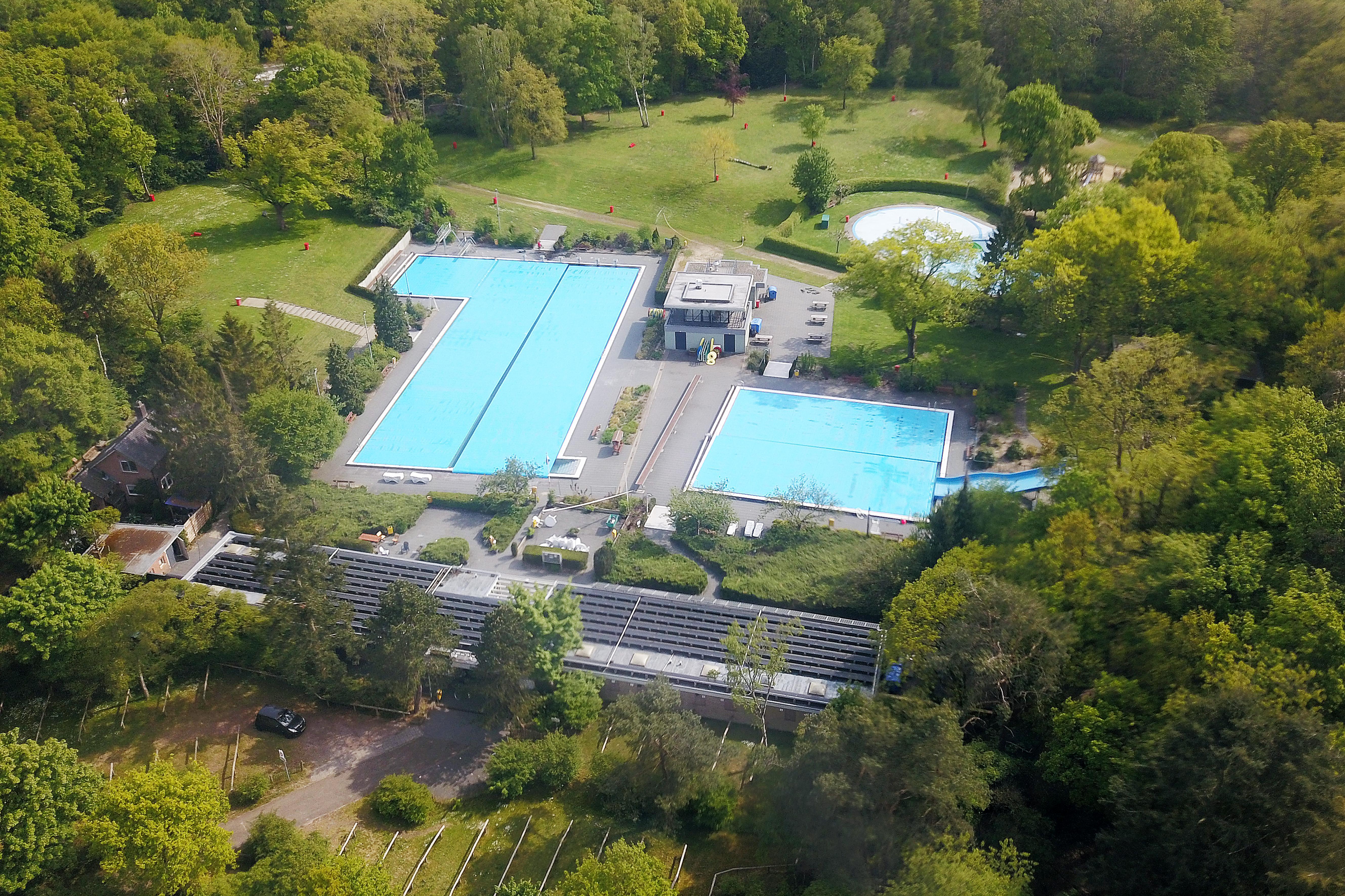 GroenLinks Huizen wil van college weten hoe zwembad Sijsjesberg alsnog open kan: 'Bewegen in deze coronatijd is heel belangrijk'