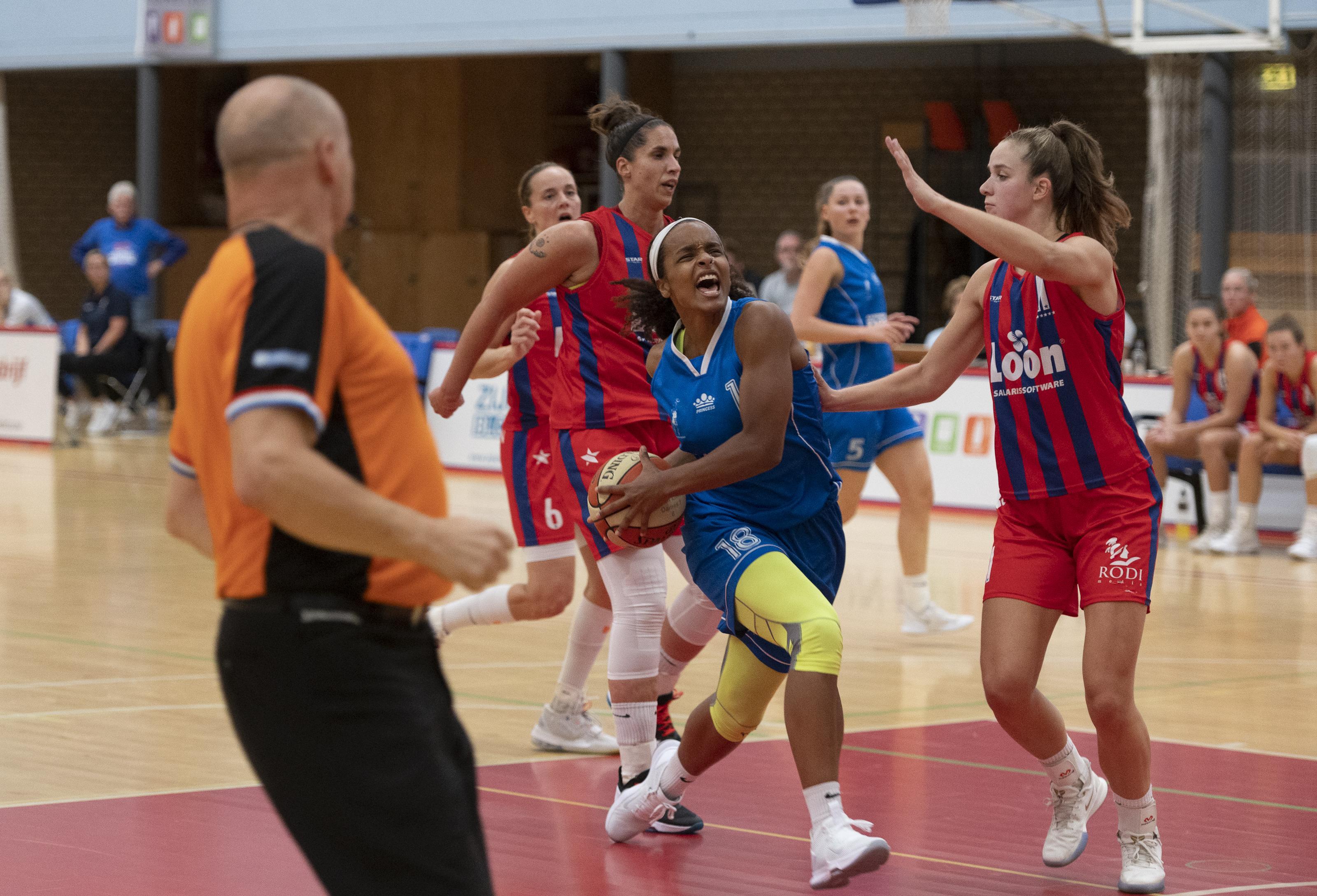 Basketbalsters Lions beginnen maandag met groepstraining, handballers en zaalvoetballers Volendam wachten af: 'We gaan in ieder geval niet blind van start'