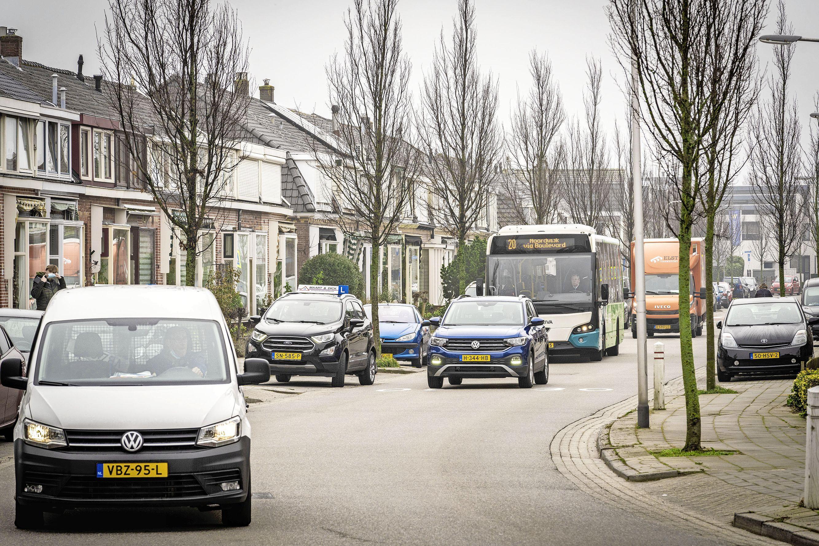 Verbod op doorgaand vrachtverkeer Rijnsburgse Brouwerstraat uiterlijk in september: 'We maken echt haast'