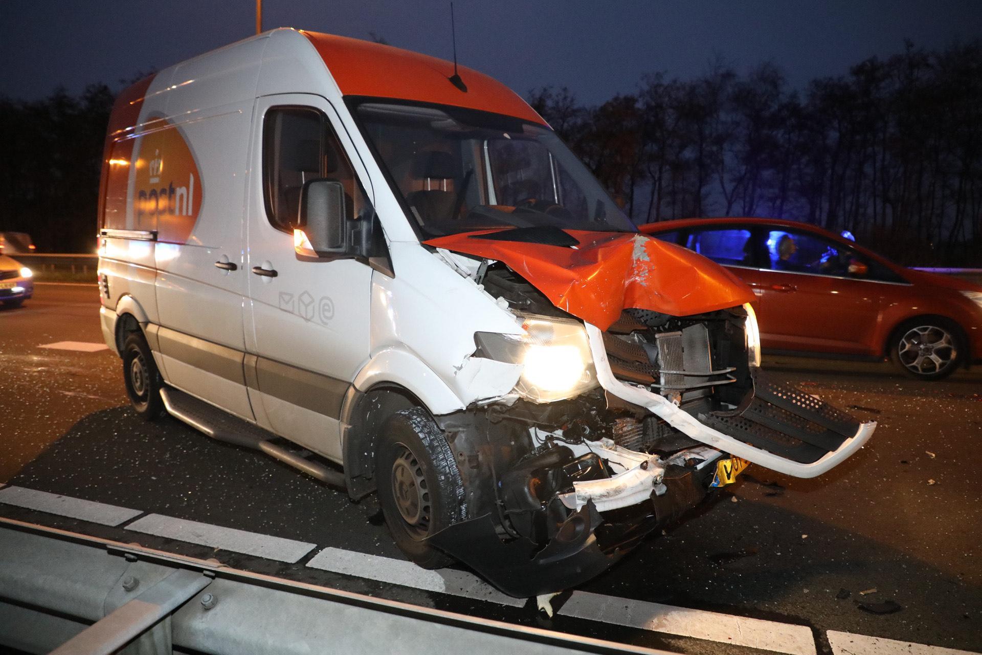 A200 bij Haarlemmerliede afgesloten na botsing tussen busje en auto [update]