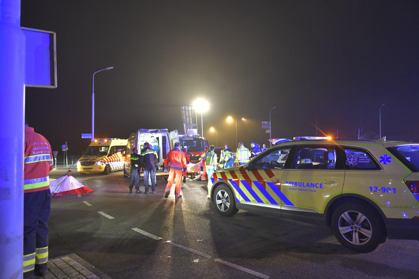 Auto met vijf inzittenden te water bij Nieuw-Vennep, twee van hen zijn er ernstig aan toe
