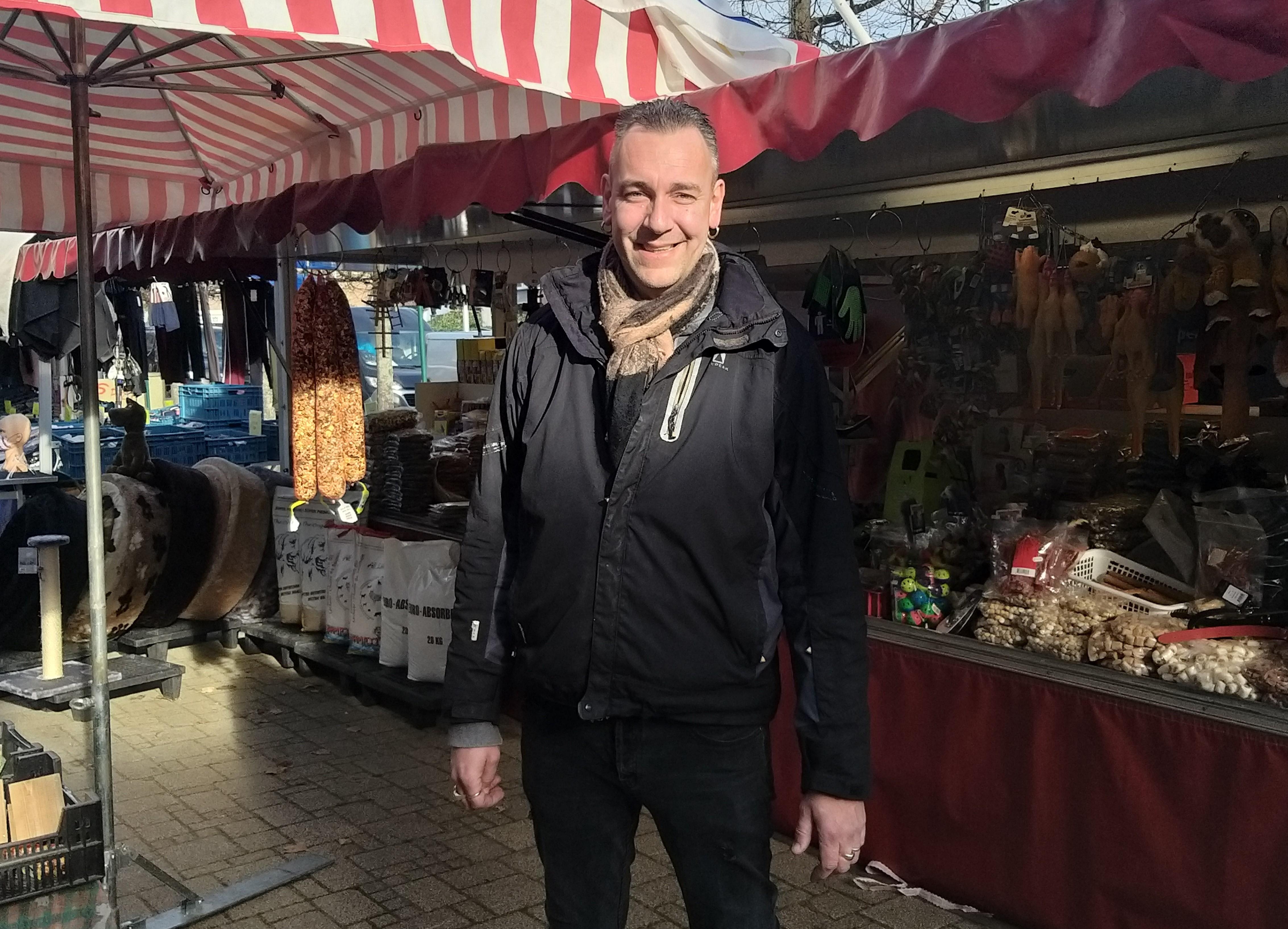 Marco's zaadhuisjes gaan als zoete broodjes op de markt van Santpoort-Noord