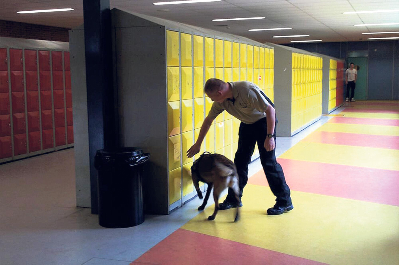 Controle met drugshonden op school 'hoort erbij'