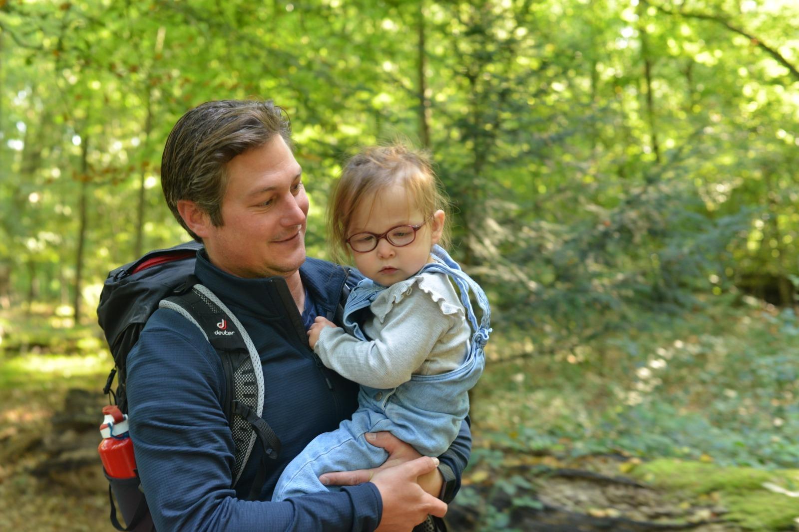 Tom uit Heemstede loopt het Pieterpad om geld in te zamelen voor onderzoek naar FoxP1; maar twintig kindjes in Nederland hebben deze aandoening