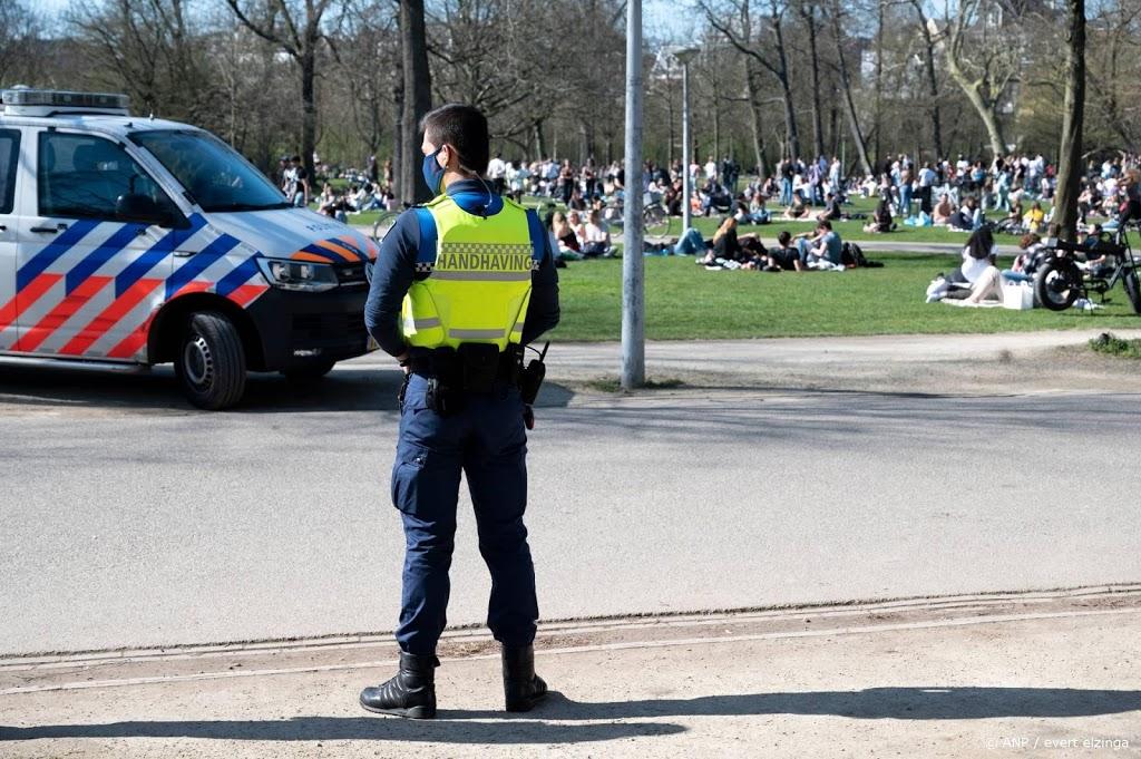 Politie stopte 57 feesten en deelde 6392 avondklokboetes uit